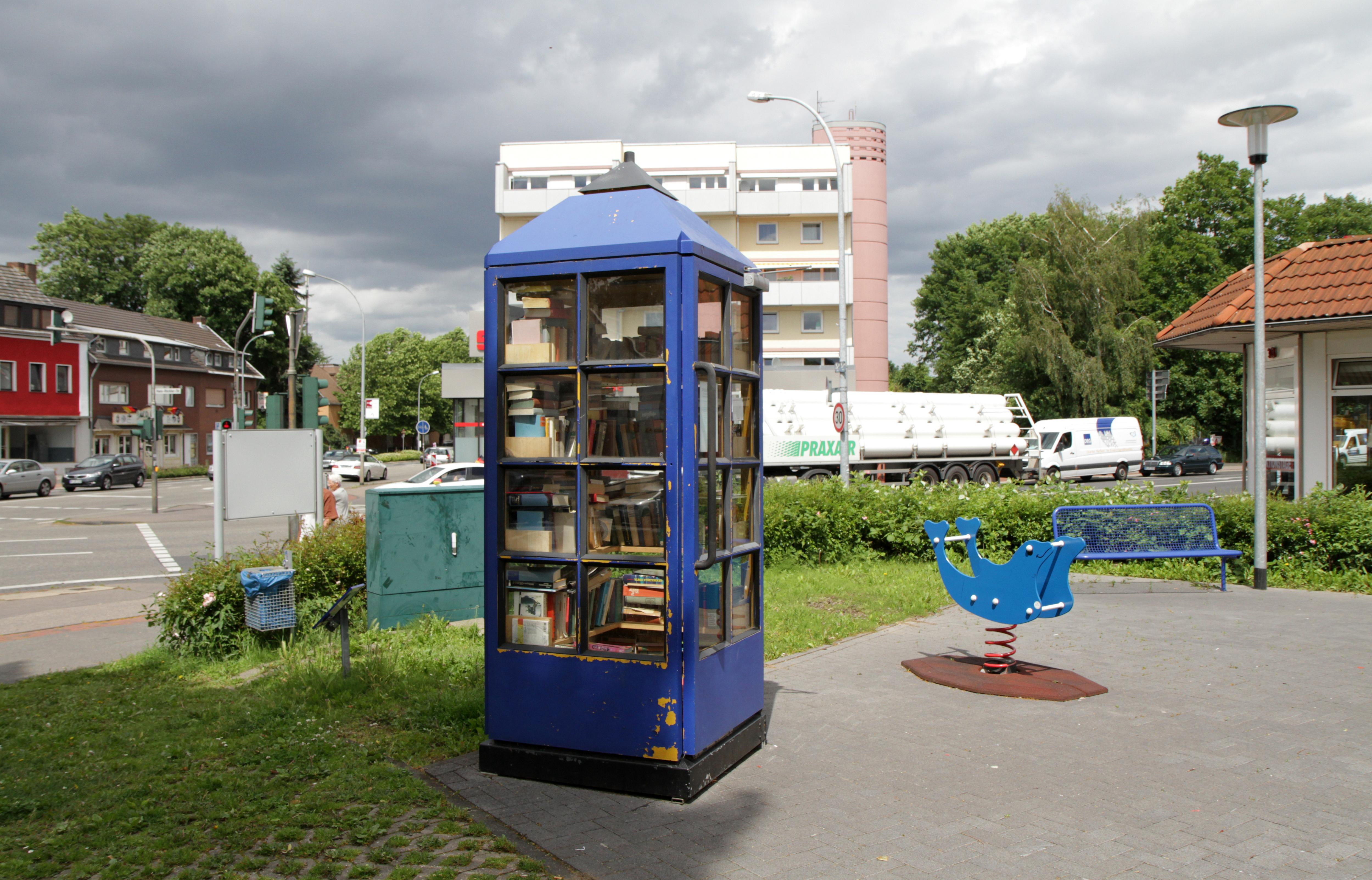 File:Offener Bücherschrank Hürth-Hermülheim a.jpg - Wikimedia Commons
