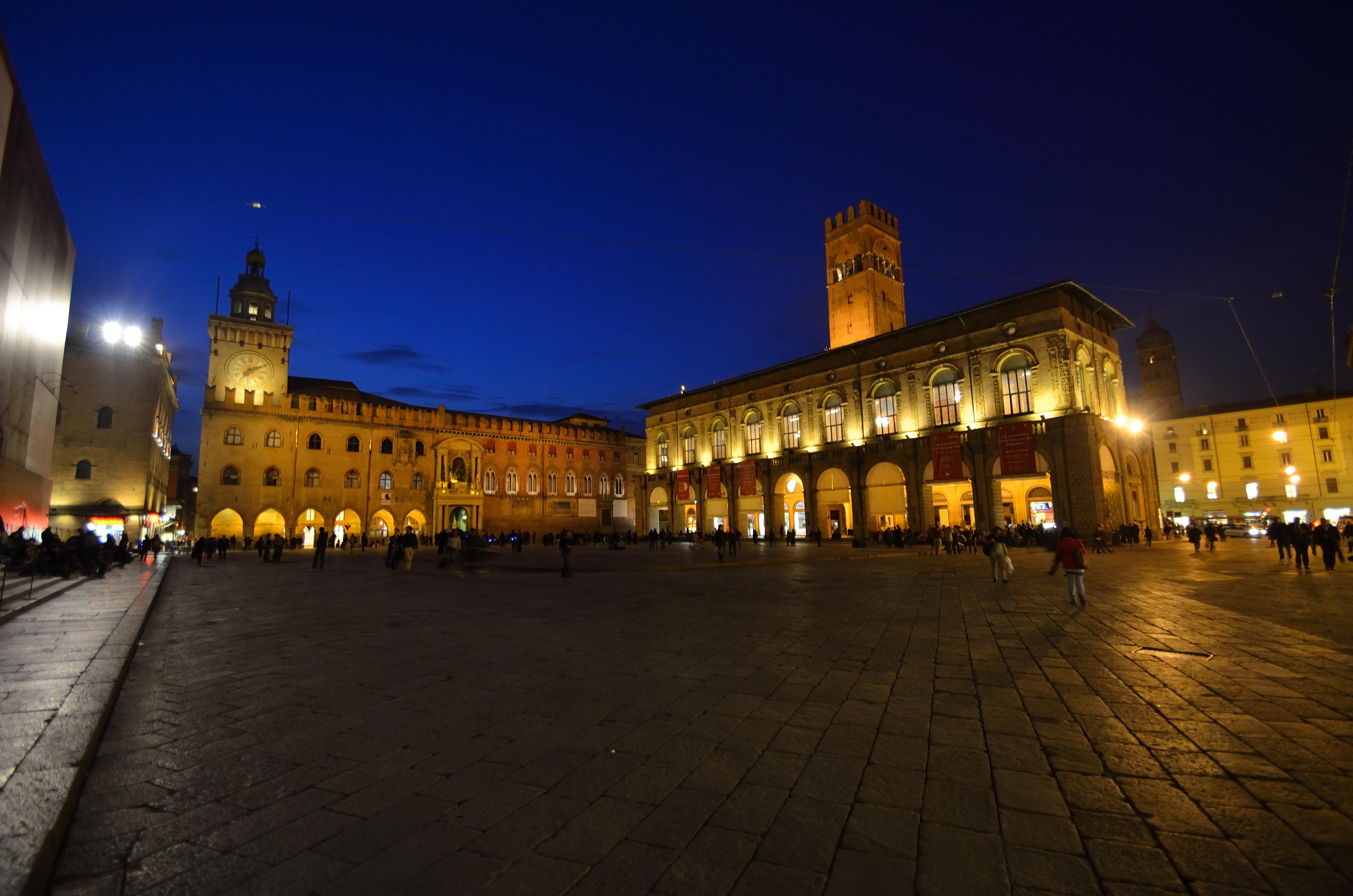 Piazza Della Misura Forli.File Piazza Maggiore Notturna Jpg Wikimedia Commons