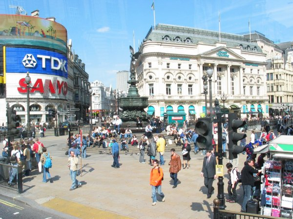 File: Piccadilly-circo-2004.jpg