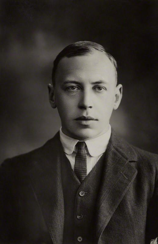 Portrait of Alfred Noyes.jpg