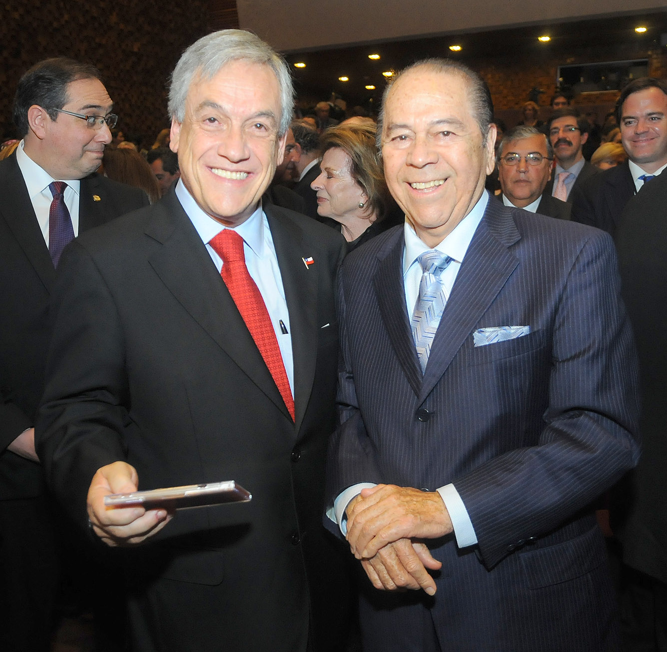 Lucho Gatica junto al presidente Sebastián Piñera (2011).