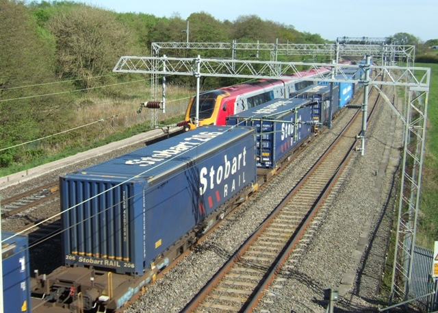 File Stobart Rail Freight Train On The West Coast Main Line 12 May 2009 Jpg Wikimedia Commons