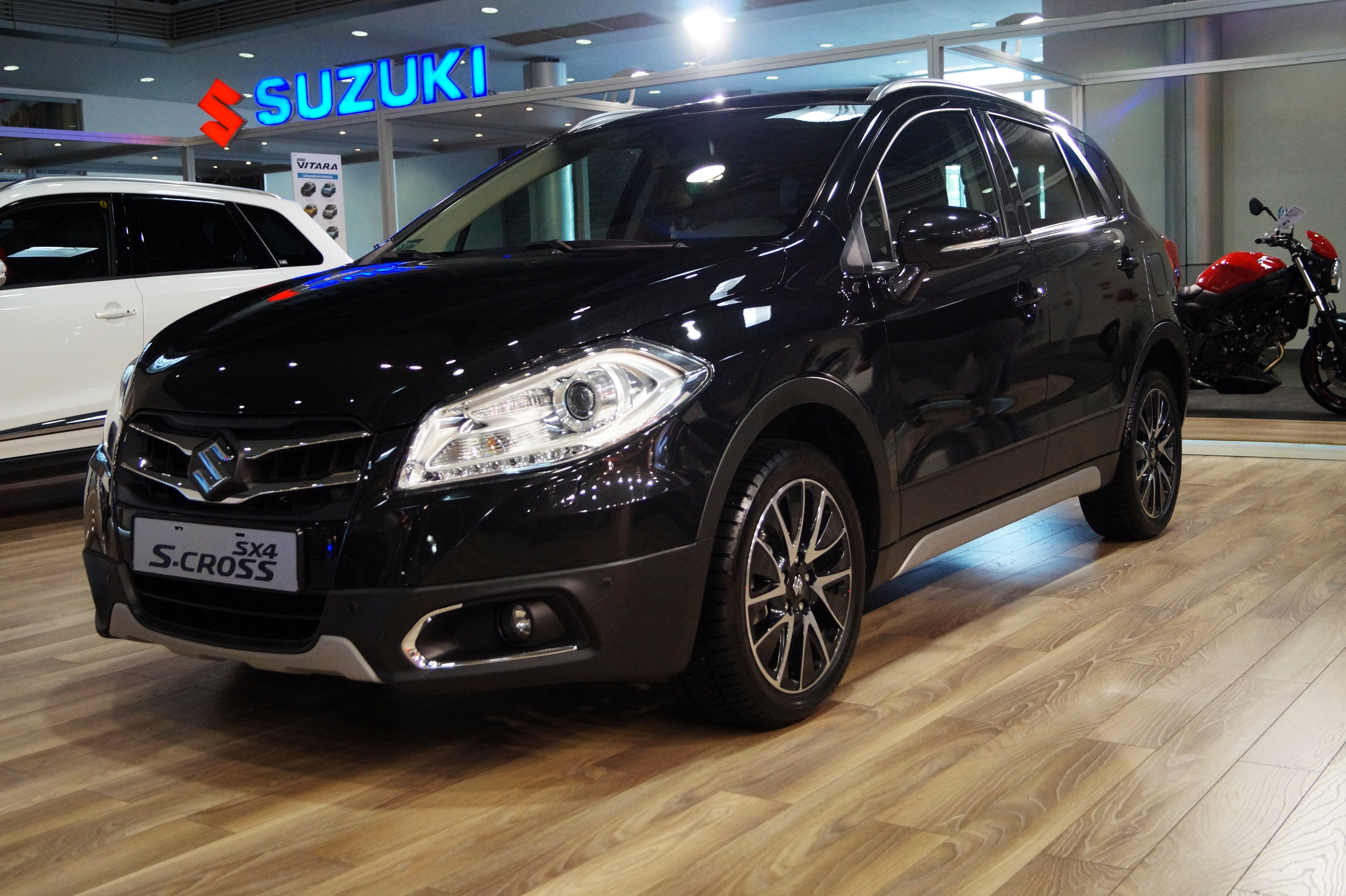 file suzuki sx4 s cross msp16 jpg wikimedia commons. Black Bedroom Furniture Sets. Home Design Ideas