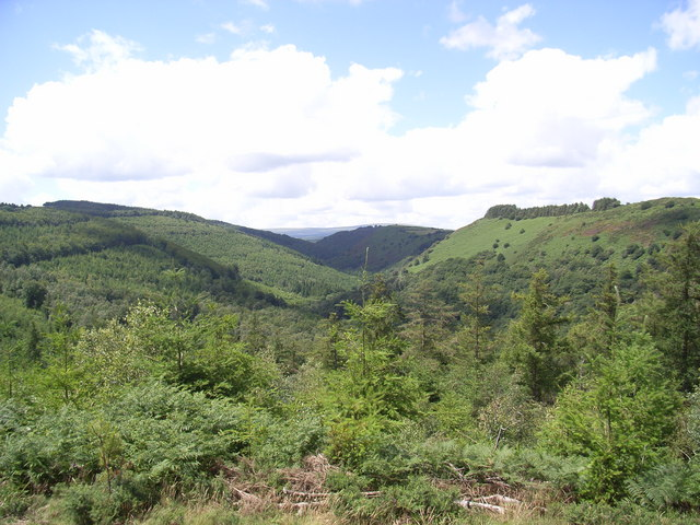The Teign Valley looking west from Wooston hillfort. - geograph.org.uk - 489413