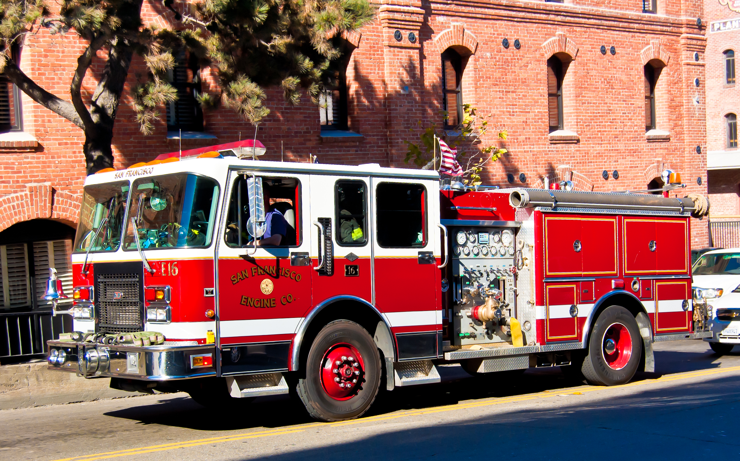 Used Cars Bakersfield >> File:USA California San-Francisco Red Fire Truck.jpg - Wikimedia Commons
