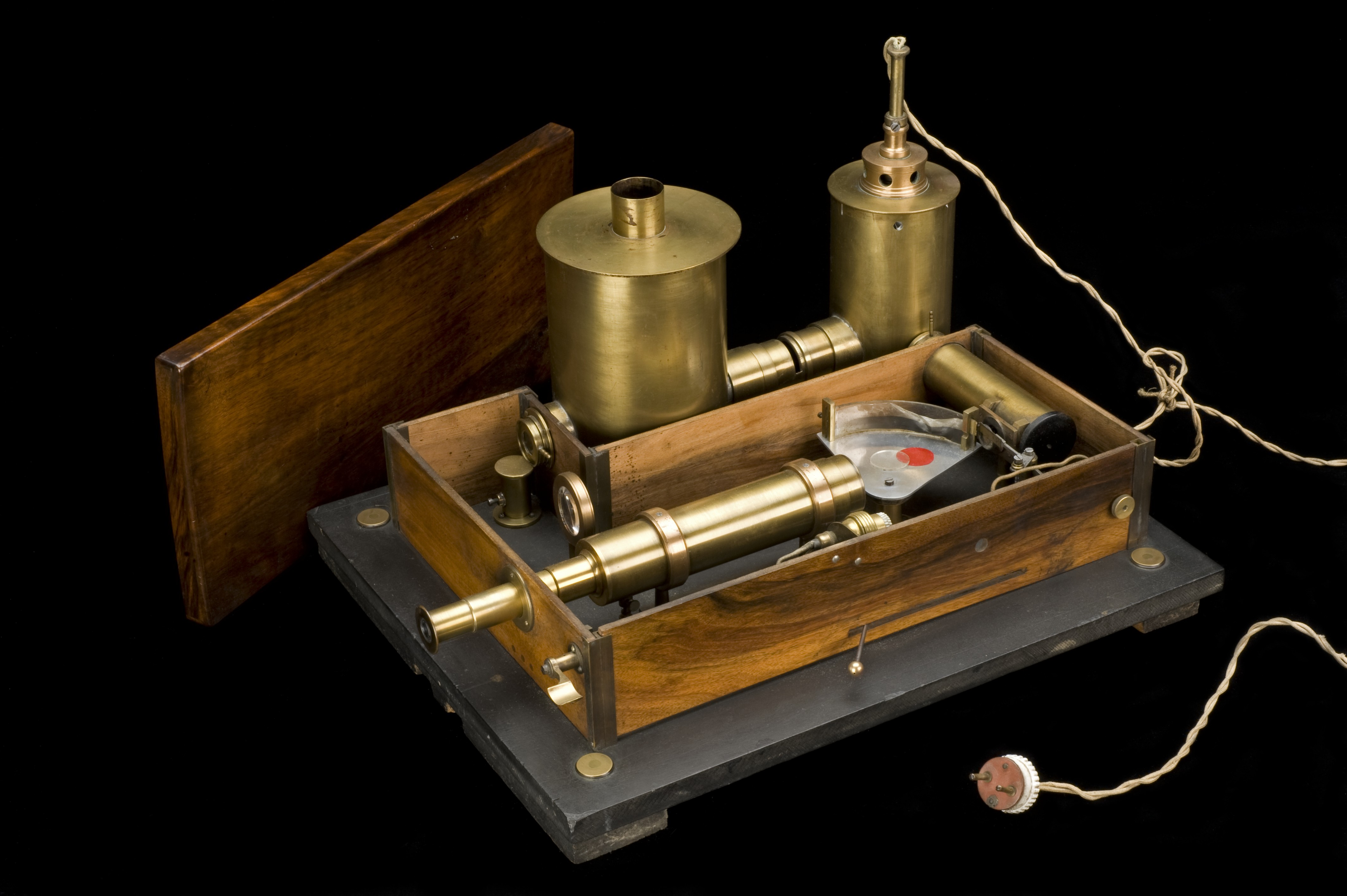 File:Vaccine estimation apparatus, invented by H. Vincent, used i Wellcome L0057875.jpg