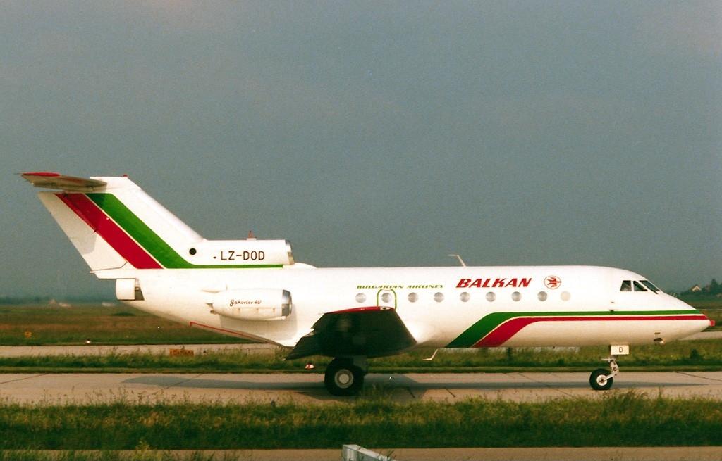 Yakovlev Yak-40, Balkan - Bulgarian Airlines AN0196771.jpg