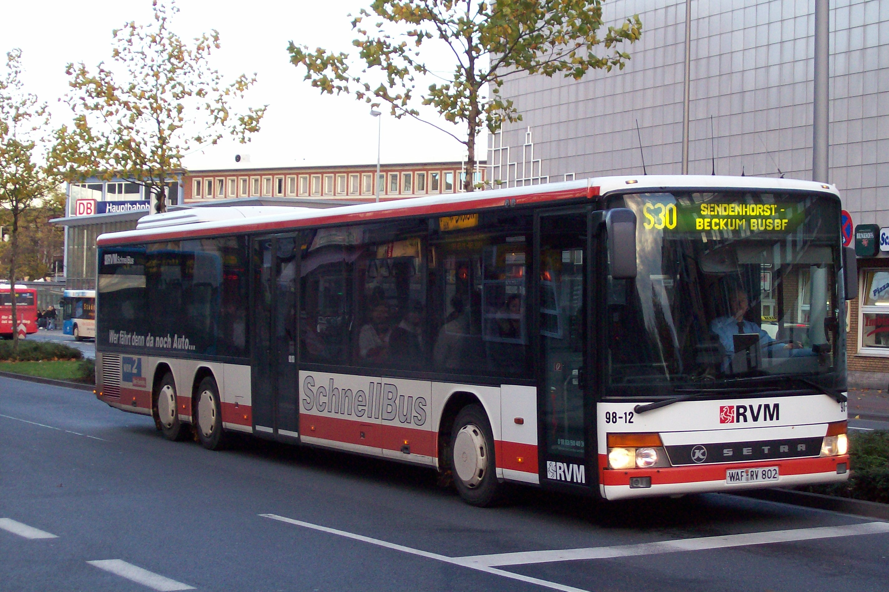 File:100 1426 RVM 98-12 Hauptbahnhof.jpg