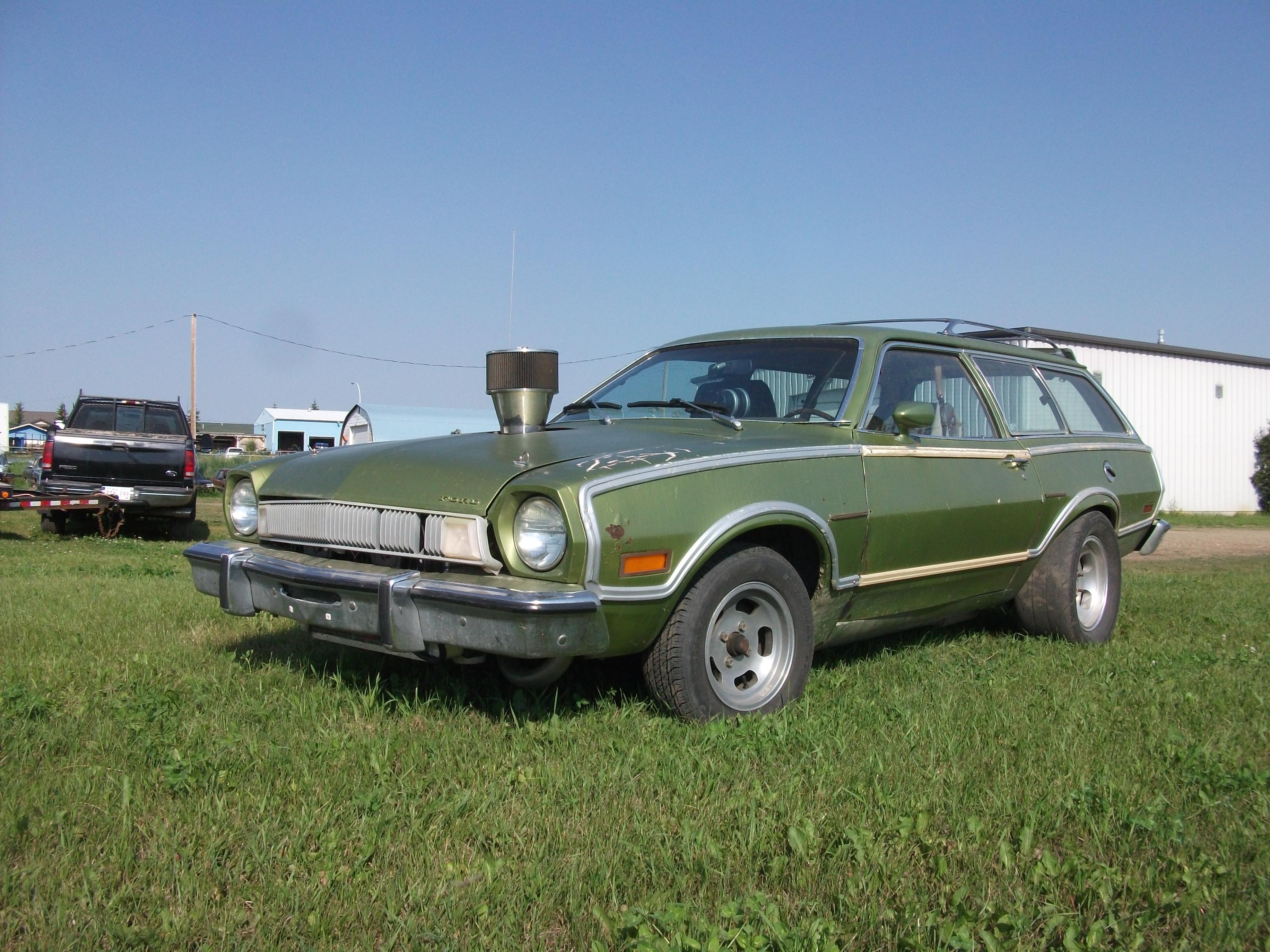 1974_Ford_Pinto_custom_wagon_%2848472843