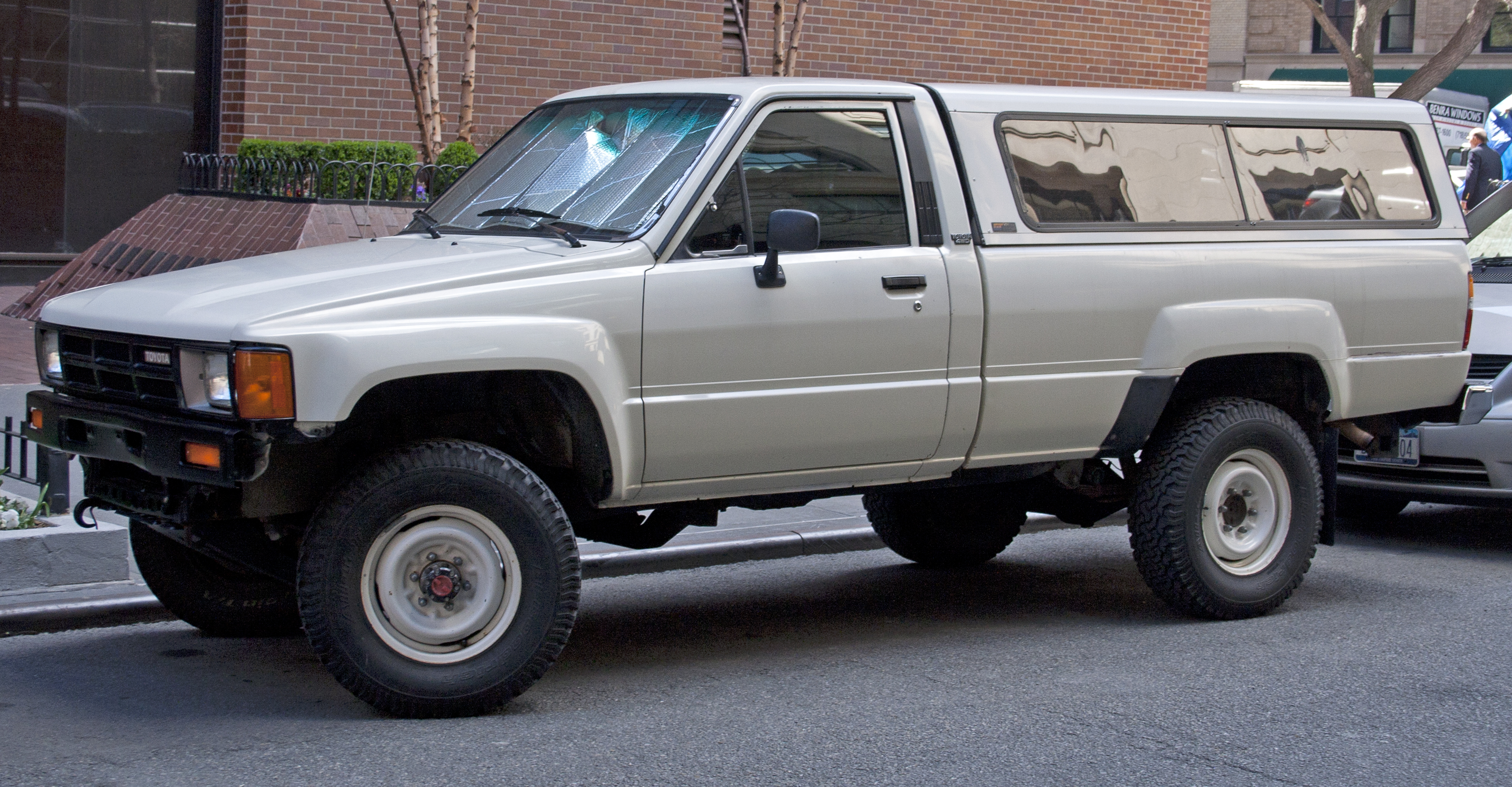 1987 Toyota Truck >> File 1987 Toyota Pickup Long Bed 4wd Jpg Wikimedia Commons