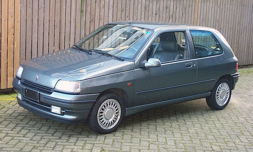 File:1993 Renault Clio Baccara 1.8i 3dr.JPG - Wikimedia Commons