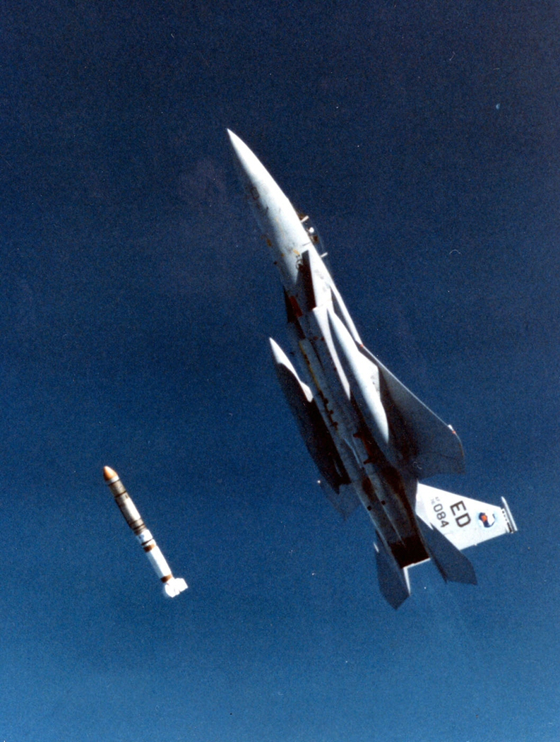 https://upload.wikimedia.org/wikipedia/commons/2/24/ASAT_missile_launch.jpg