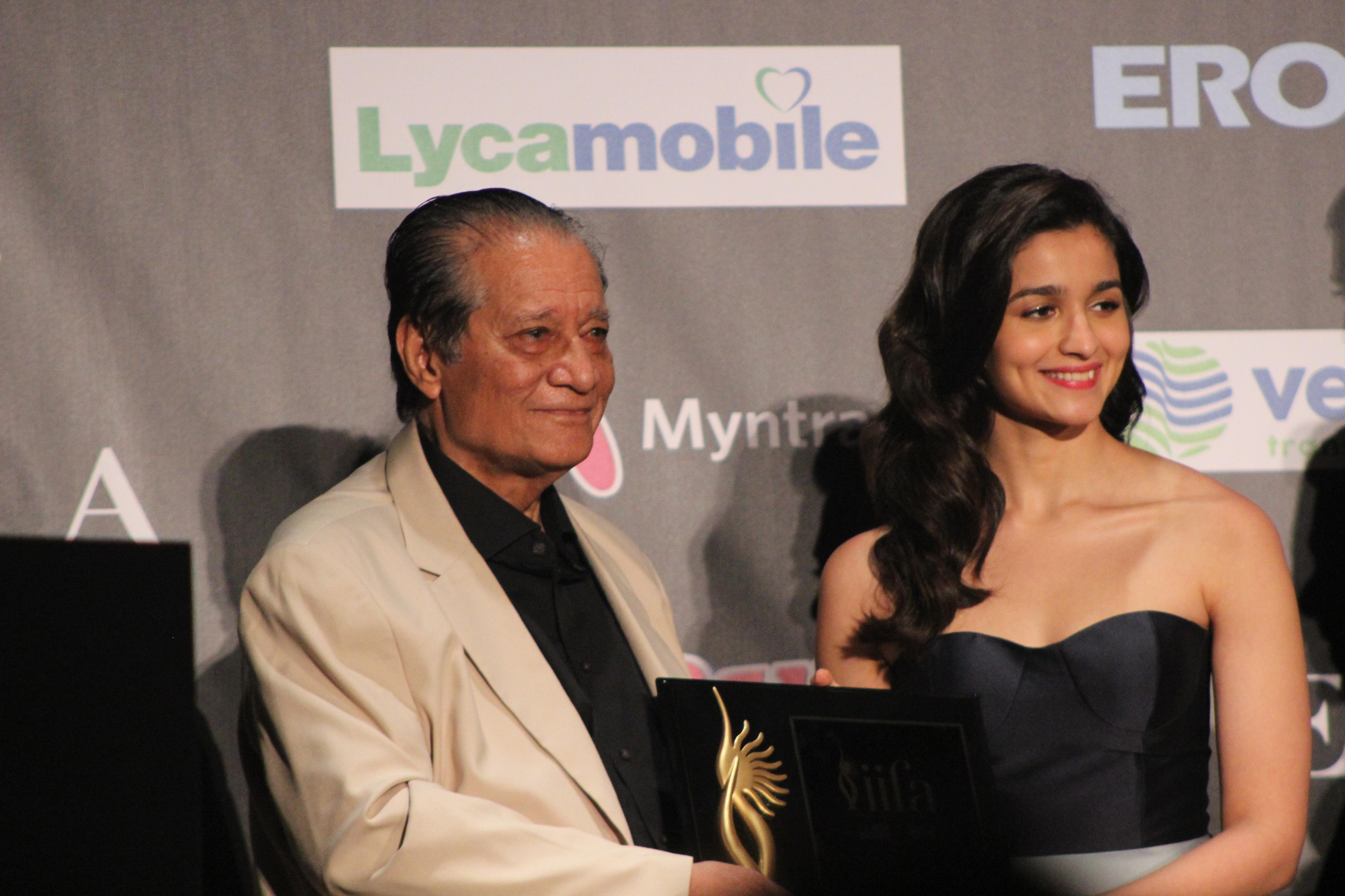 ملف:Alia Bhatt at the IIFA Awards 2017 (2) jpg - ويكيبيديا