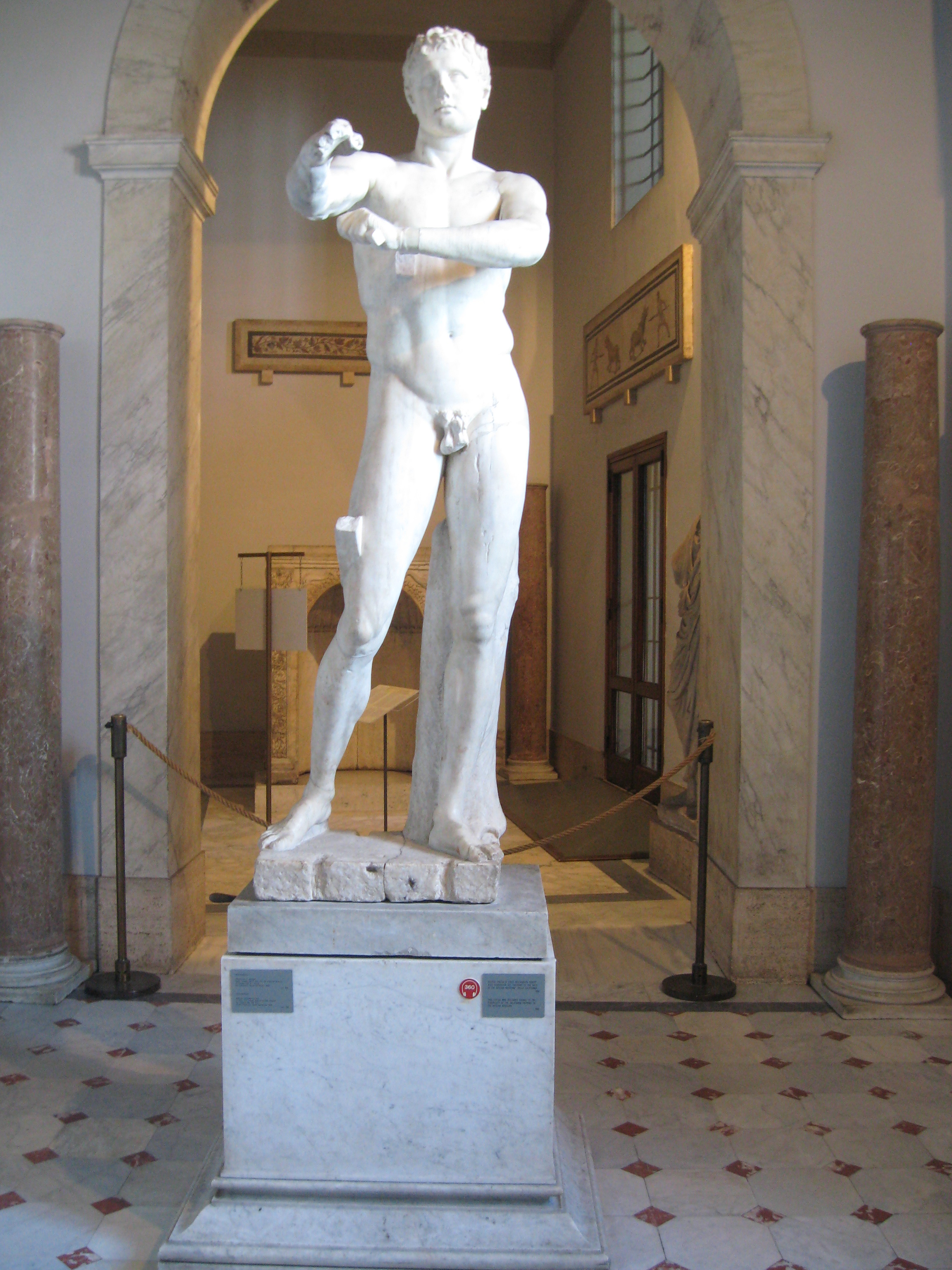 File:Apoxyomenos in the Vatican Museums.jpg - Wikimedia ...