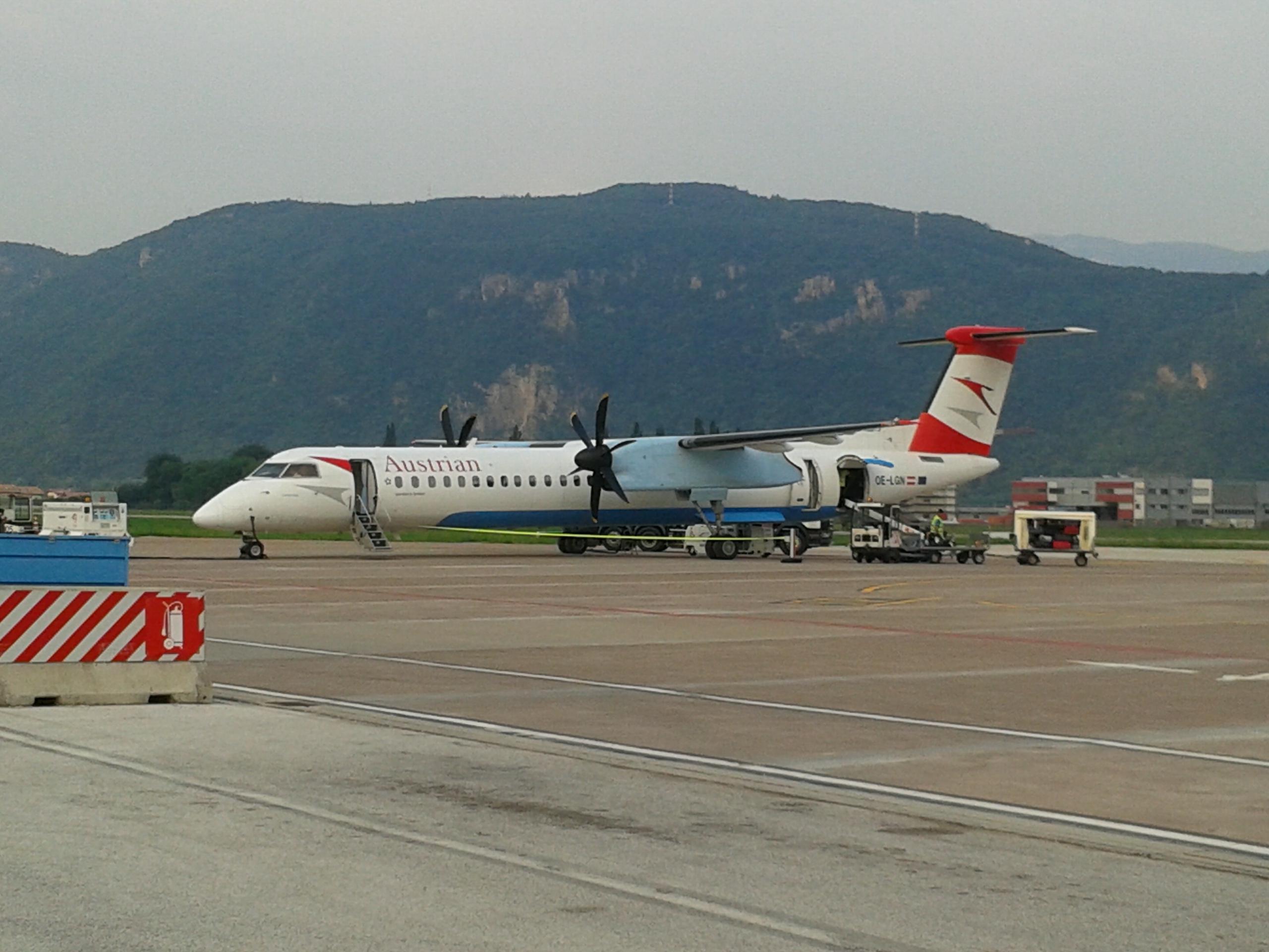 Aeroporto Trento : File austrian arrows bombardier q eg wikipedia