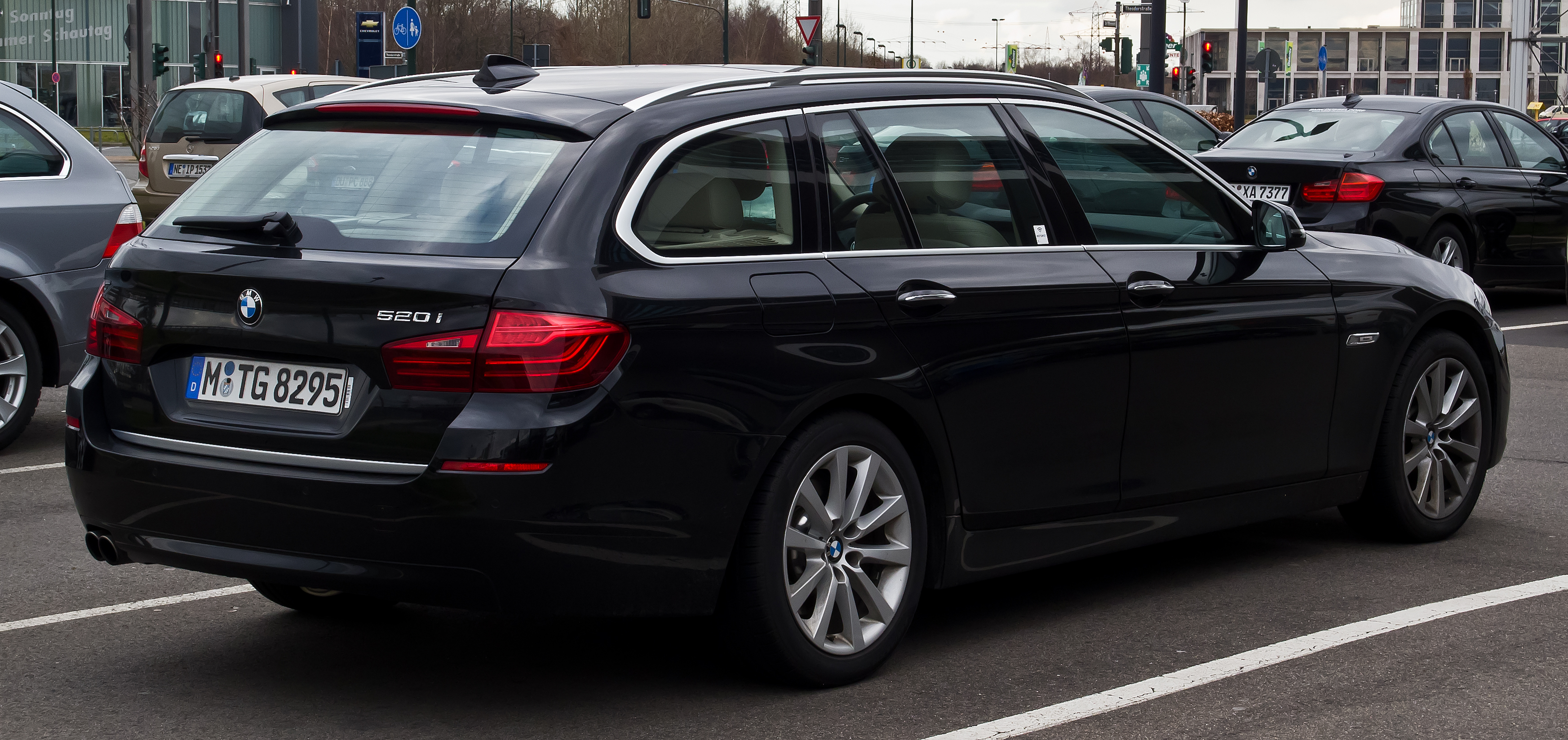 File Bmw 520i Touring Modern Line F11 Facelift