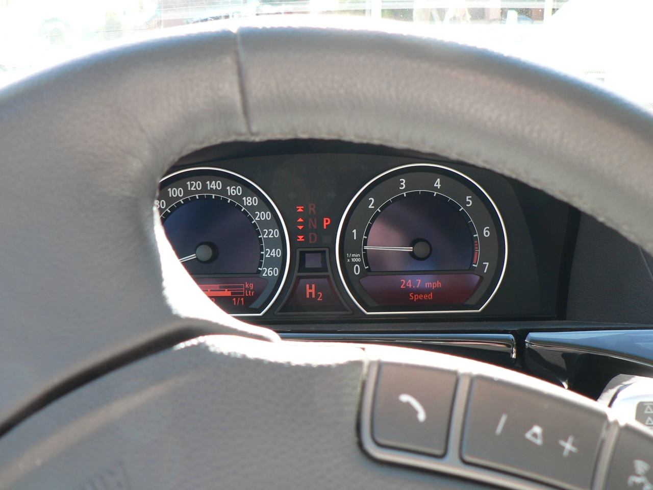 File:BMW Hydrogen 7 dashboard.jpg - Wikimedia Commons