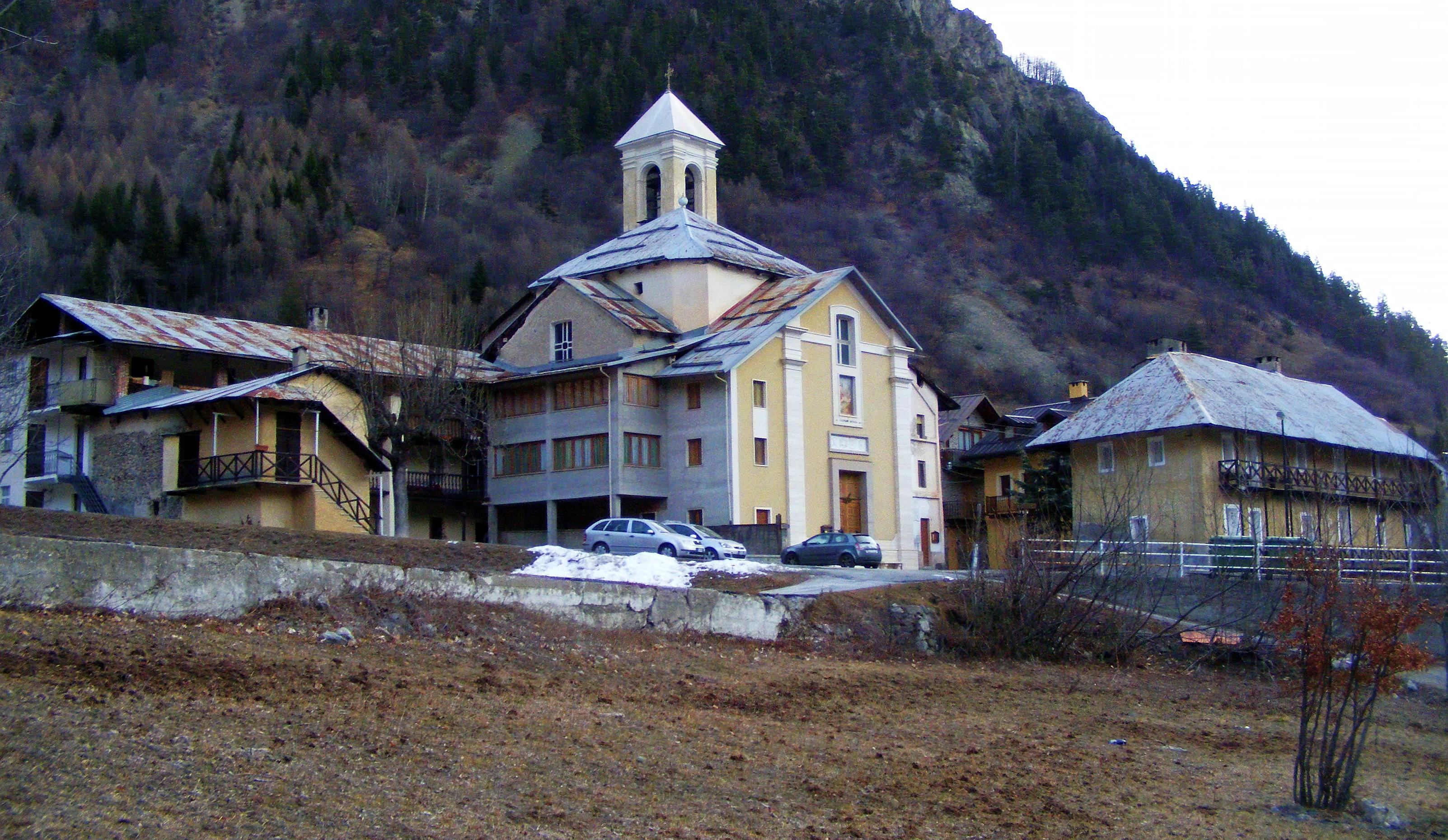 bagni : File:Bagni di vinadio chiesa parrocchiale.jpg - Wikimedia Commons