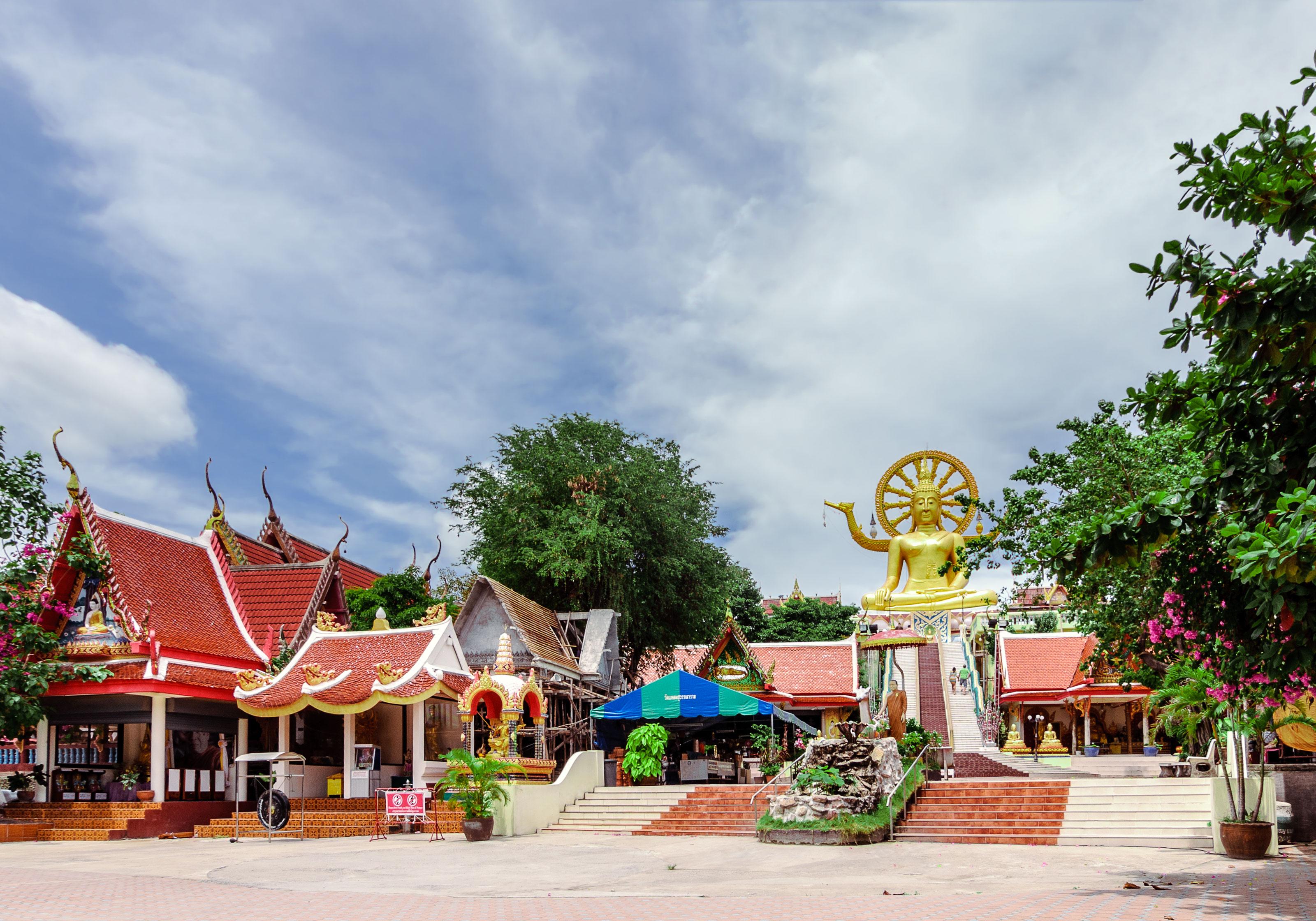 big buddha temple (wat phra yai).jpg
