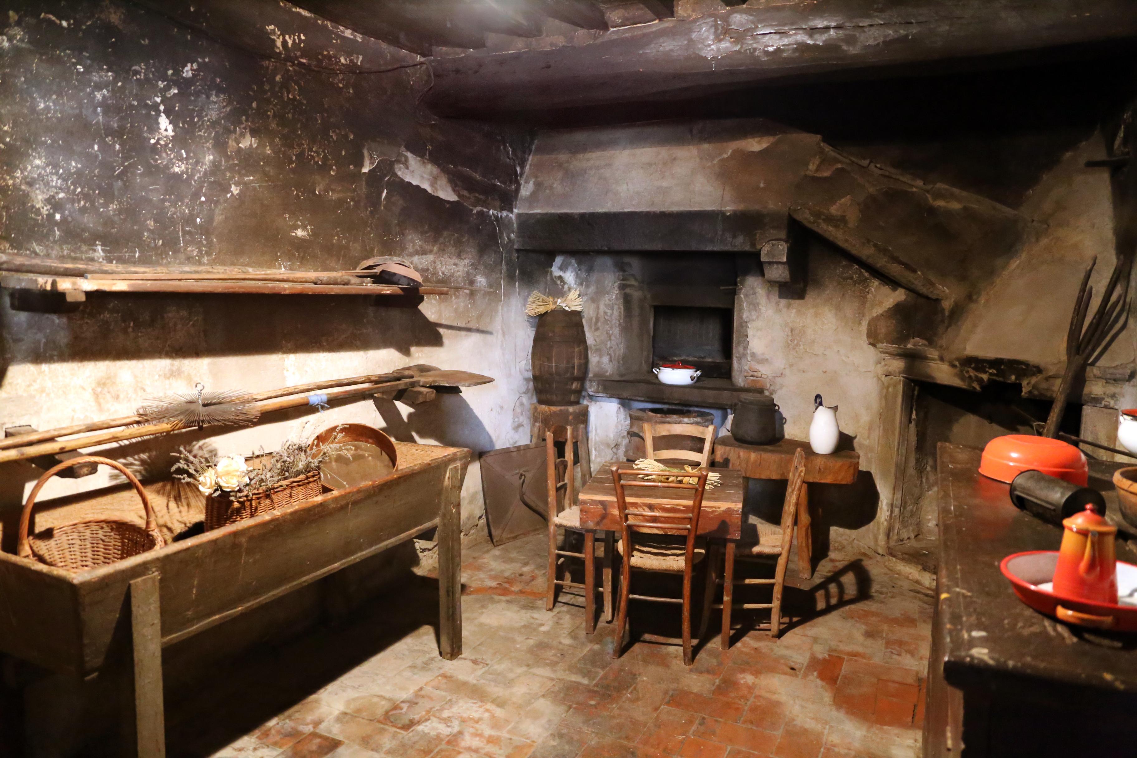 File:Bosco ai frati, vecchia cucina 01.jpg - Wikimedia Commons