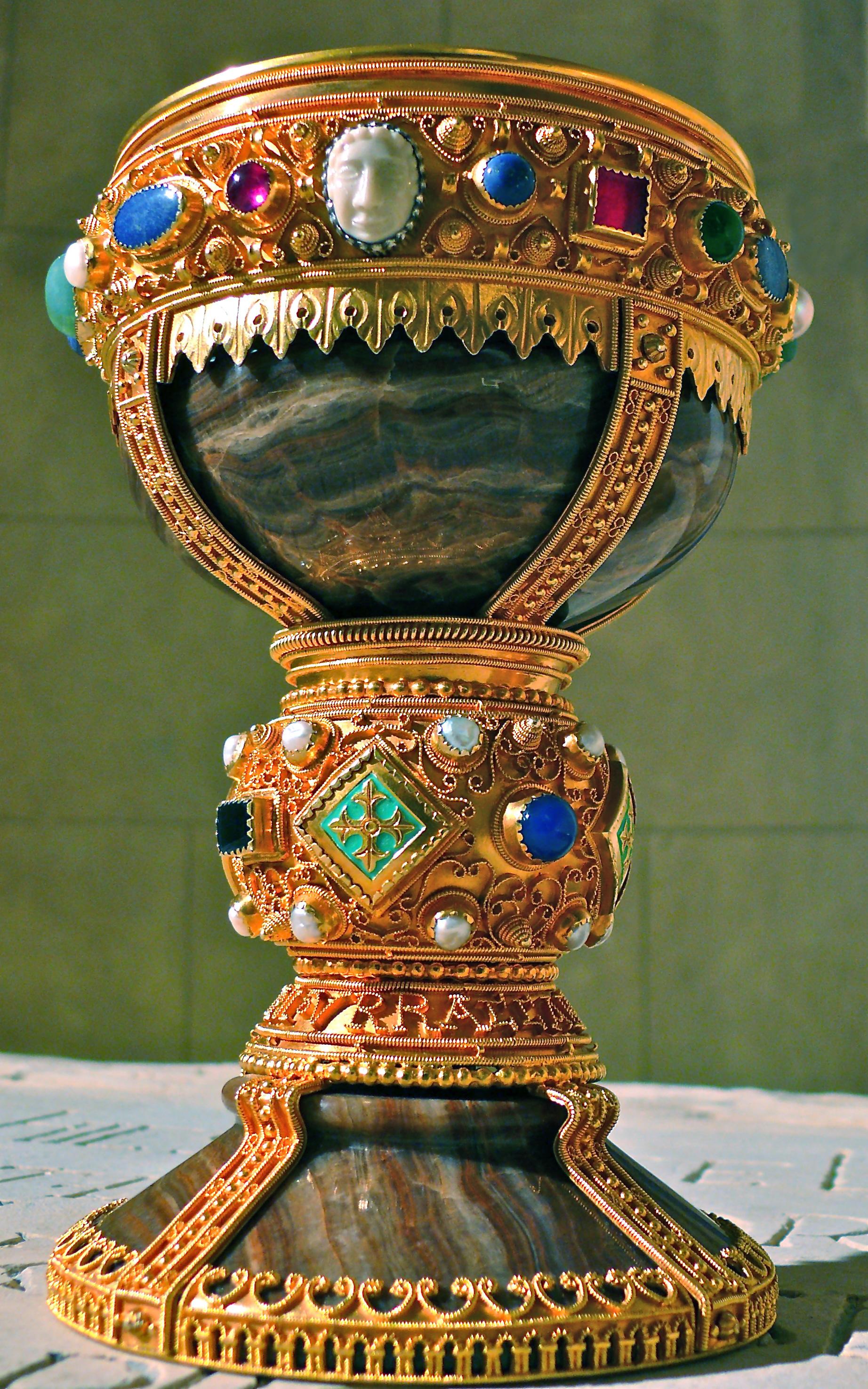 Cáliz de doña Urraca - Wikipedia, la enciclopedia libre