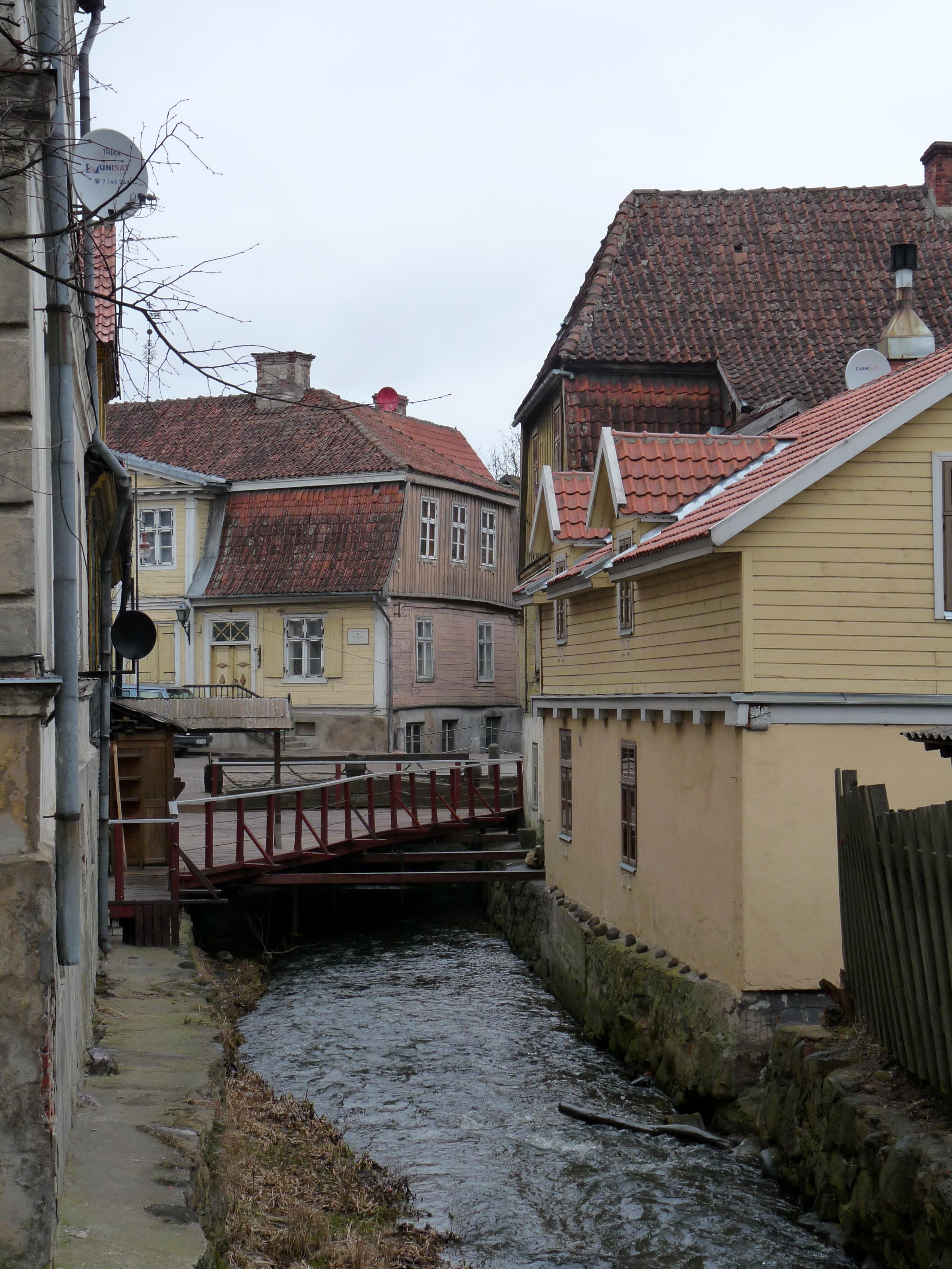 Canal in Kuldiga.jpg