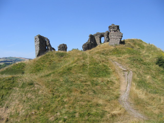 Clun Castle - geograph.org.uk - 1149498