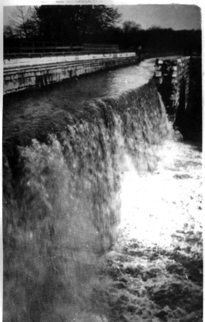 Conococheague Aqueduct Damage in 1920 on C and O Canal.jpg