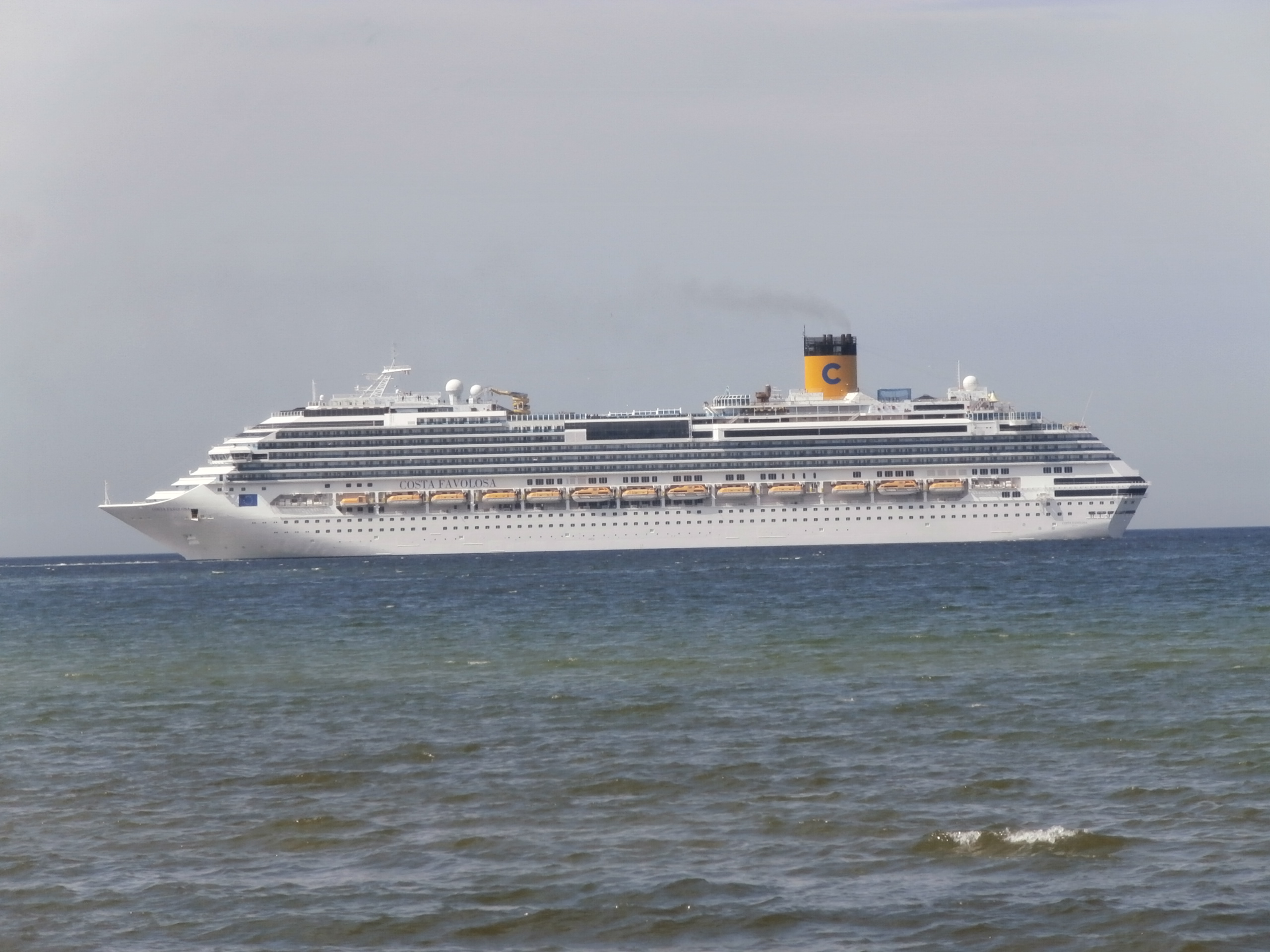 File costa favolosa port side tallinn 2 june 2015 jpg for Costa favolosa wikipedia