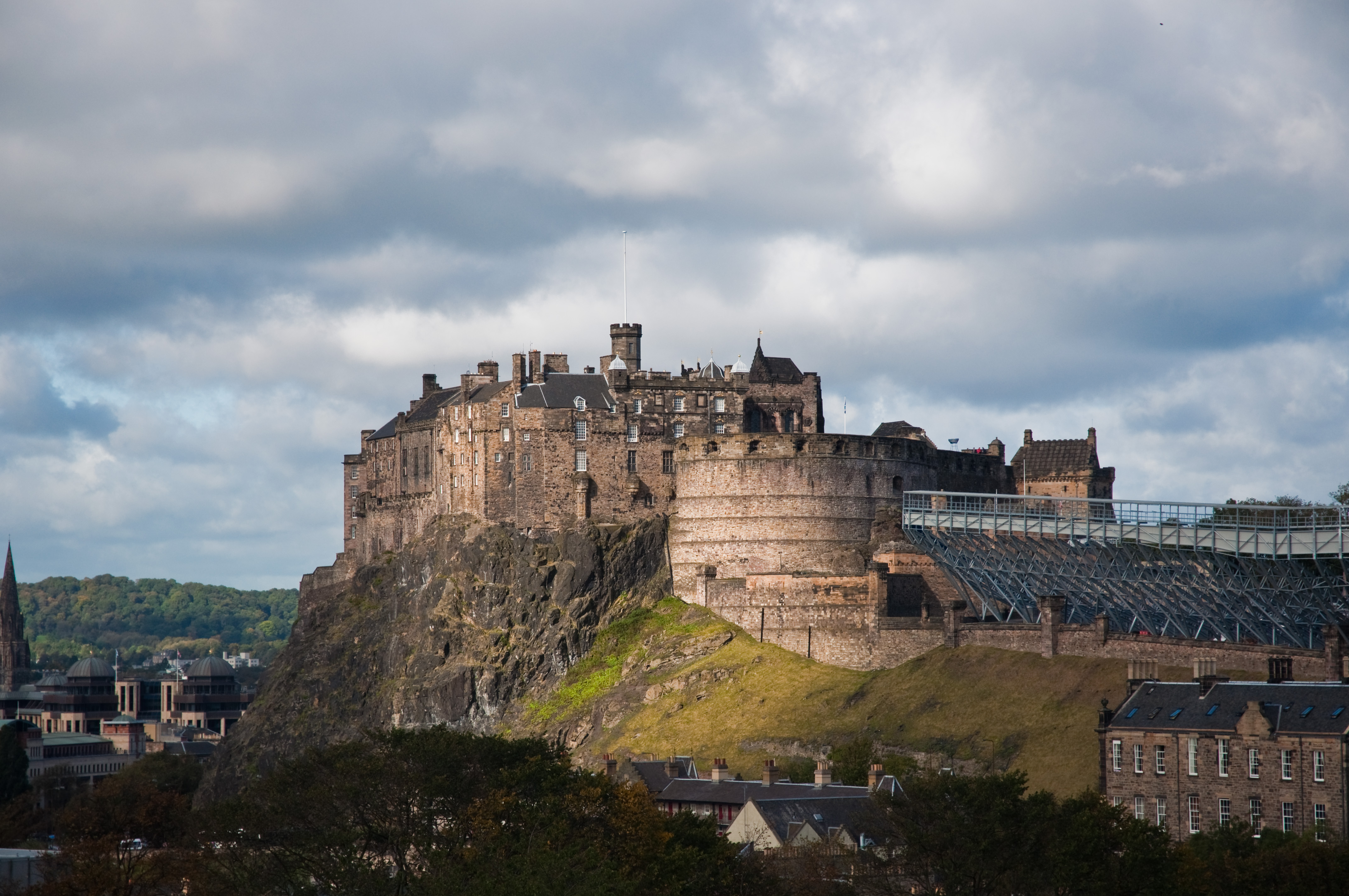 File:Edinburgh Castle from the Scottish National Museum ...
