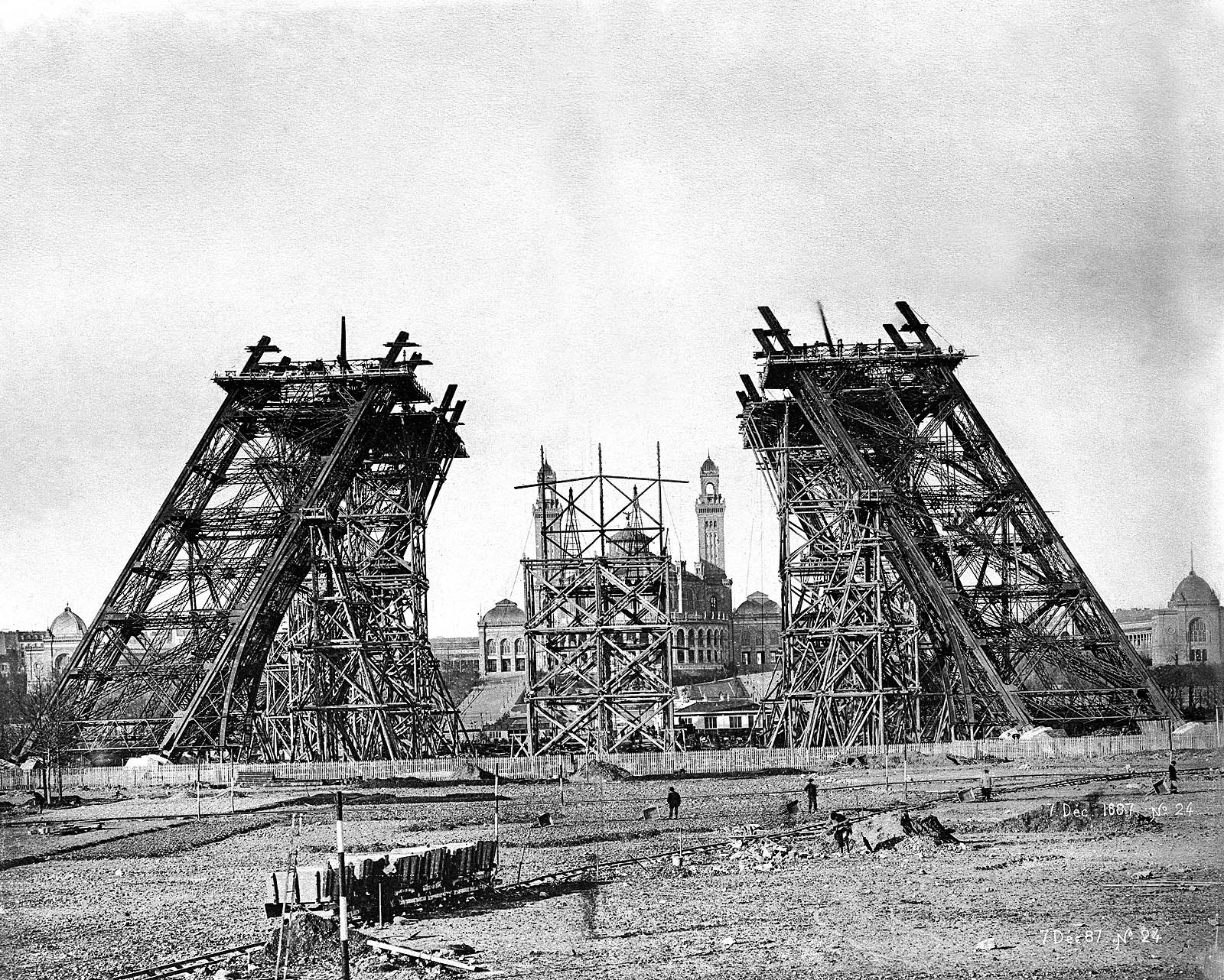 File:Eiffelturm 1887.jpg
