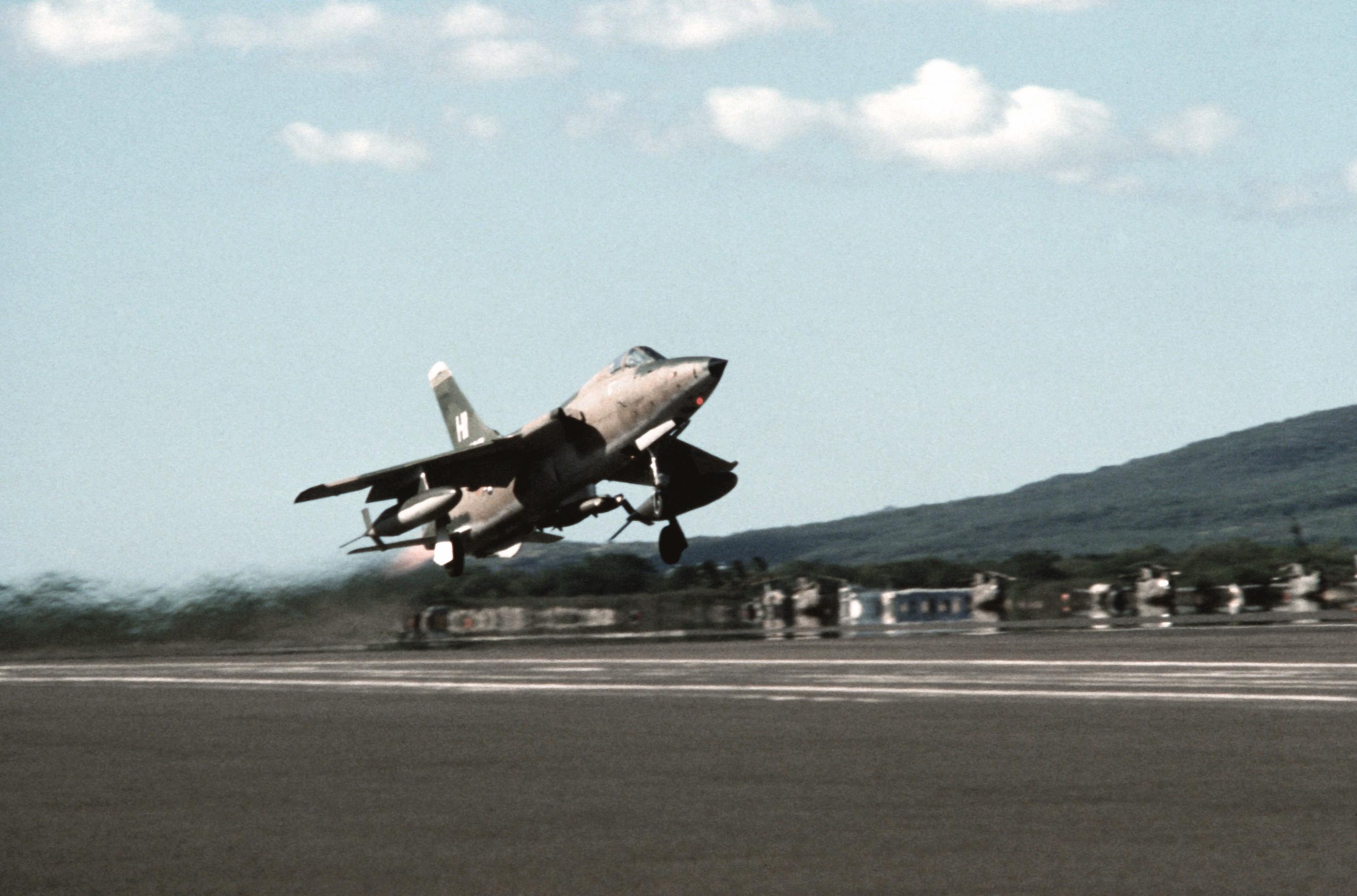 File F 105 Thunderchief Taking Off Jpg Simple English