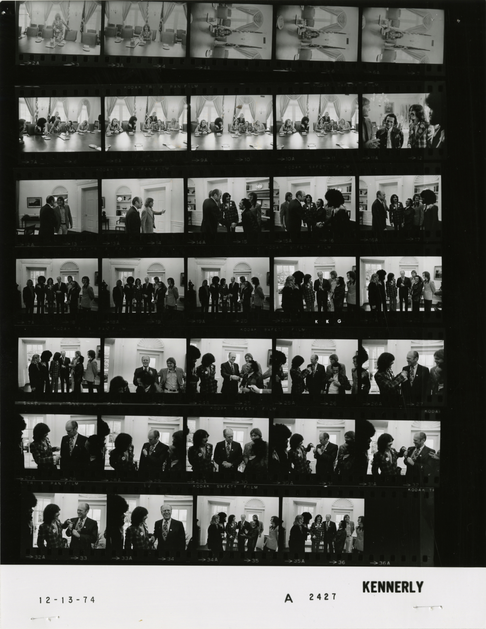 File:Ford A2427 NLGRF photo contact sheet (1974-12-13)(Gerald Ford
