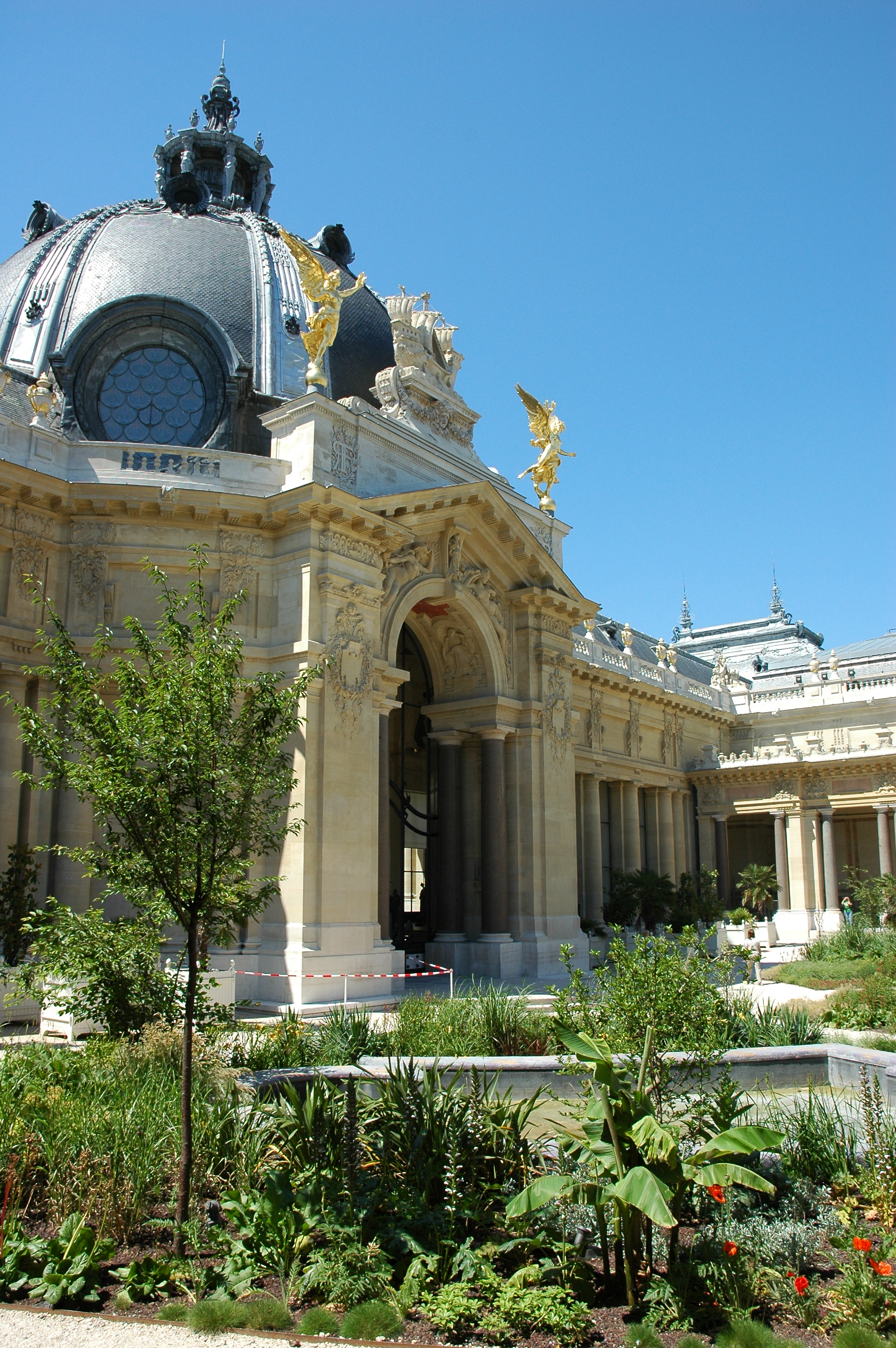 Le petit palais thinglink for Le jardin