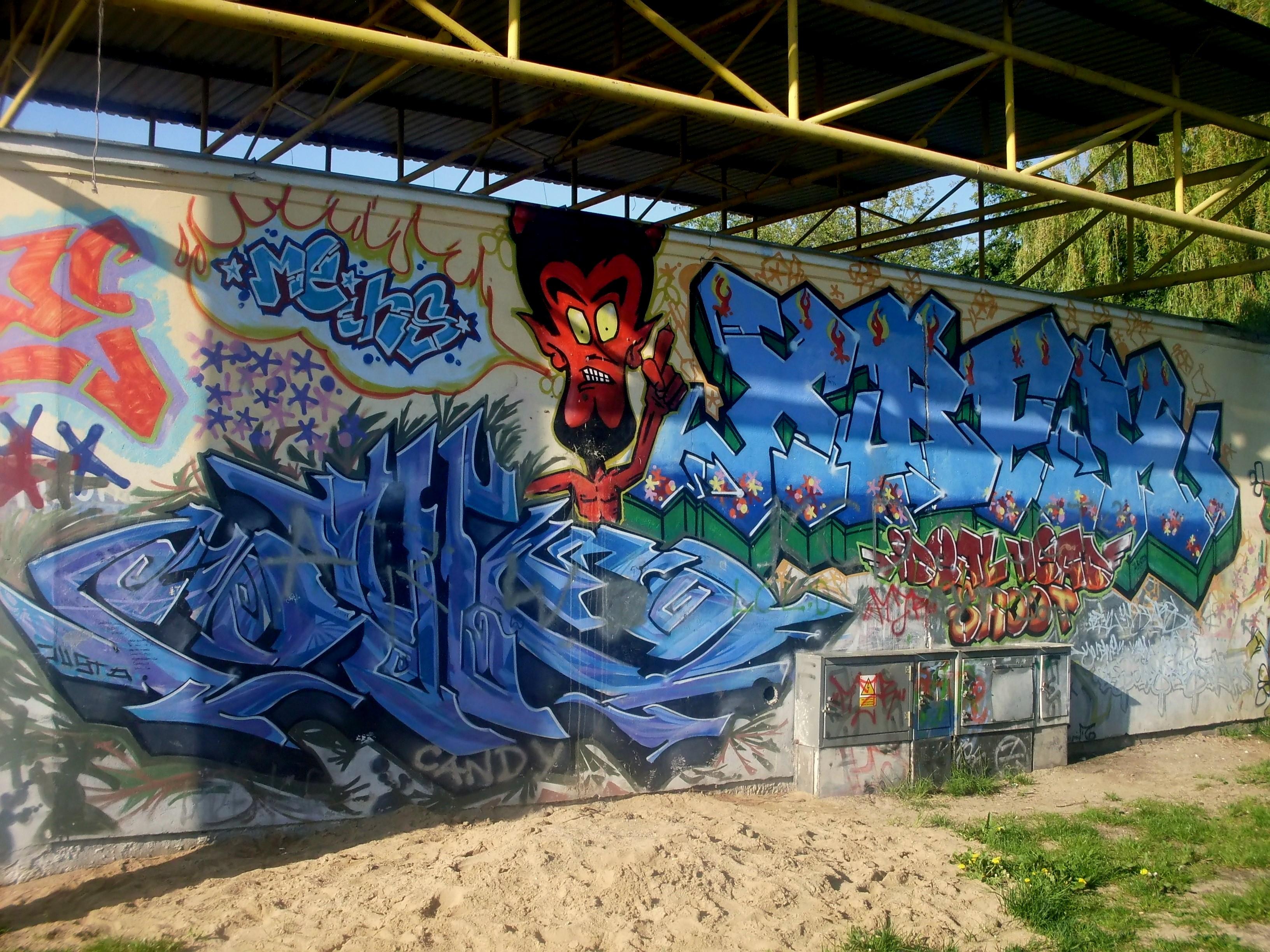 Filegraffiti at city park in gdynia obluze 5 jpg