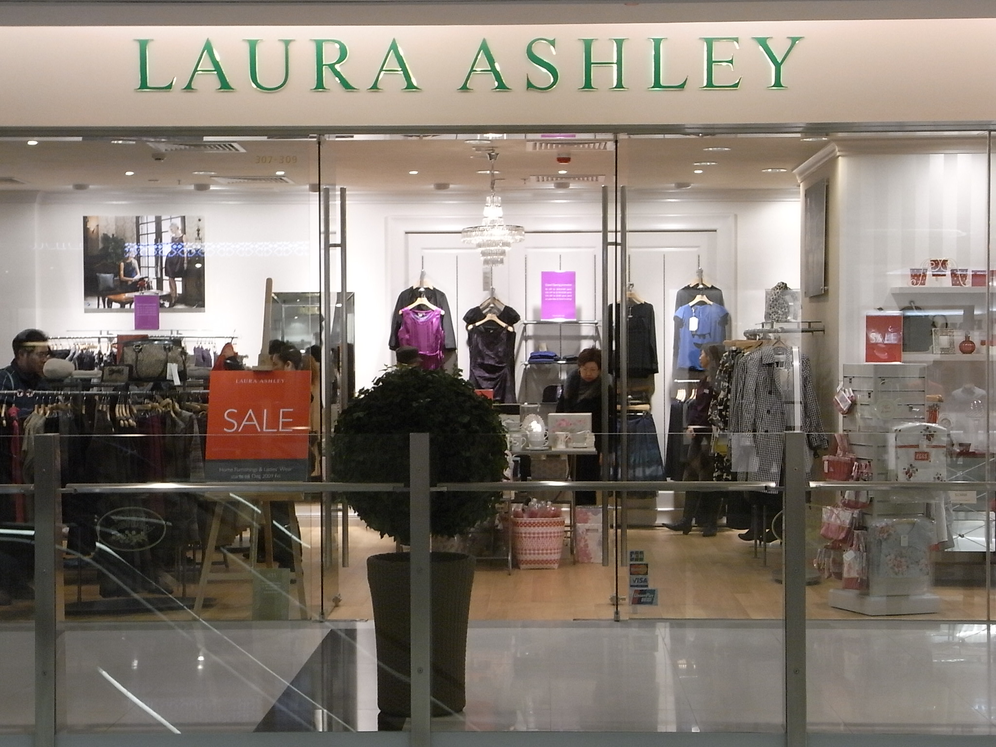 Laura clothing store