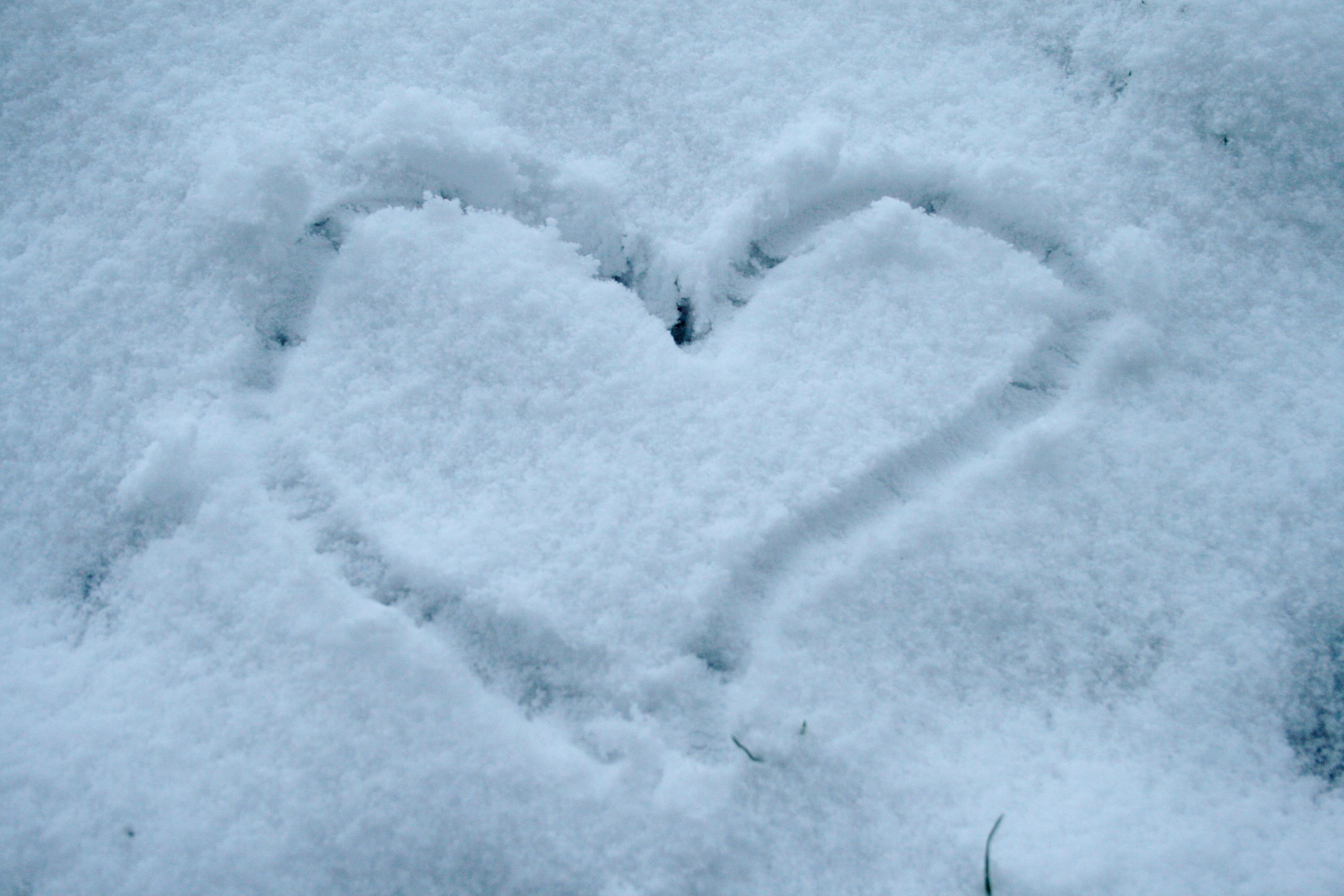 File Heart Of Snow Jpg Wikimedia Commons