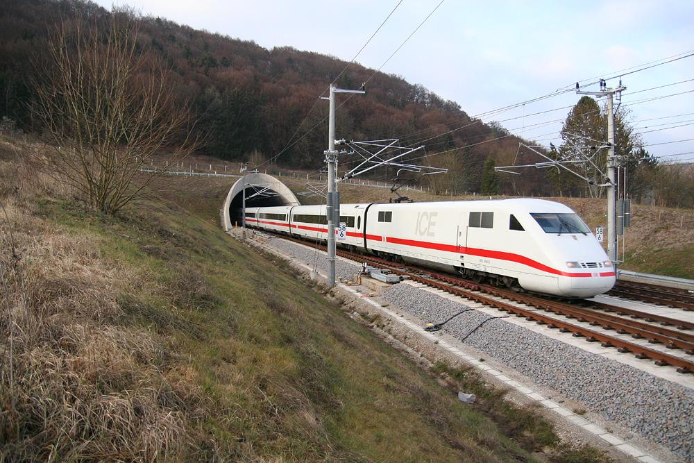 nterityxpress,aermanhigh-speedhigh-speedrailpassengertrainalthiteelectrictrainwithredcheatlineemergingfromtunnelinthecountryside
