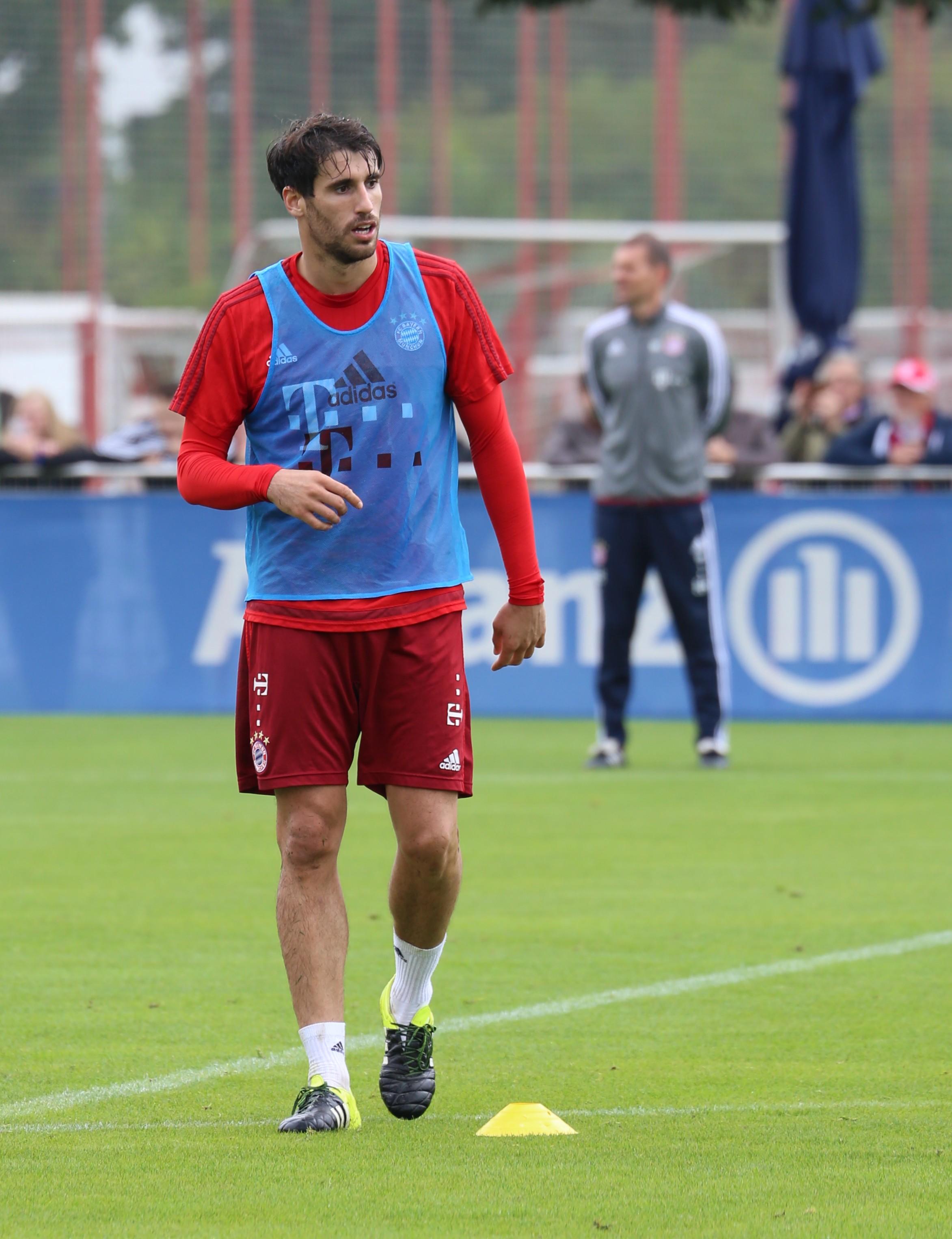 File Javi Martinez Training FC Bayern München 7 Wikimedia