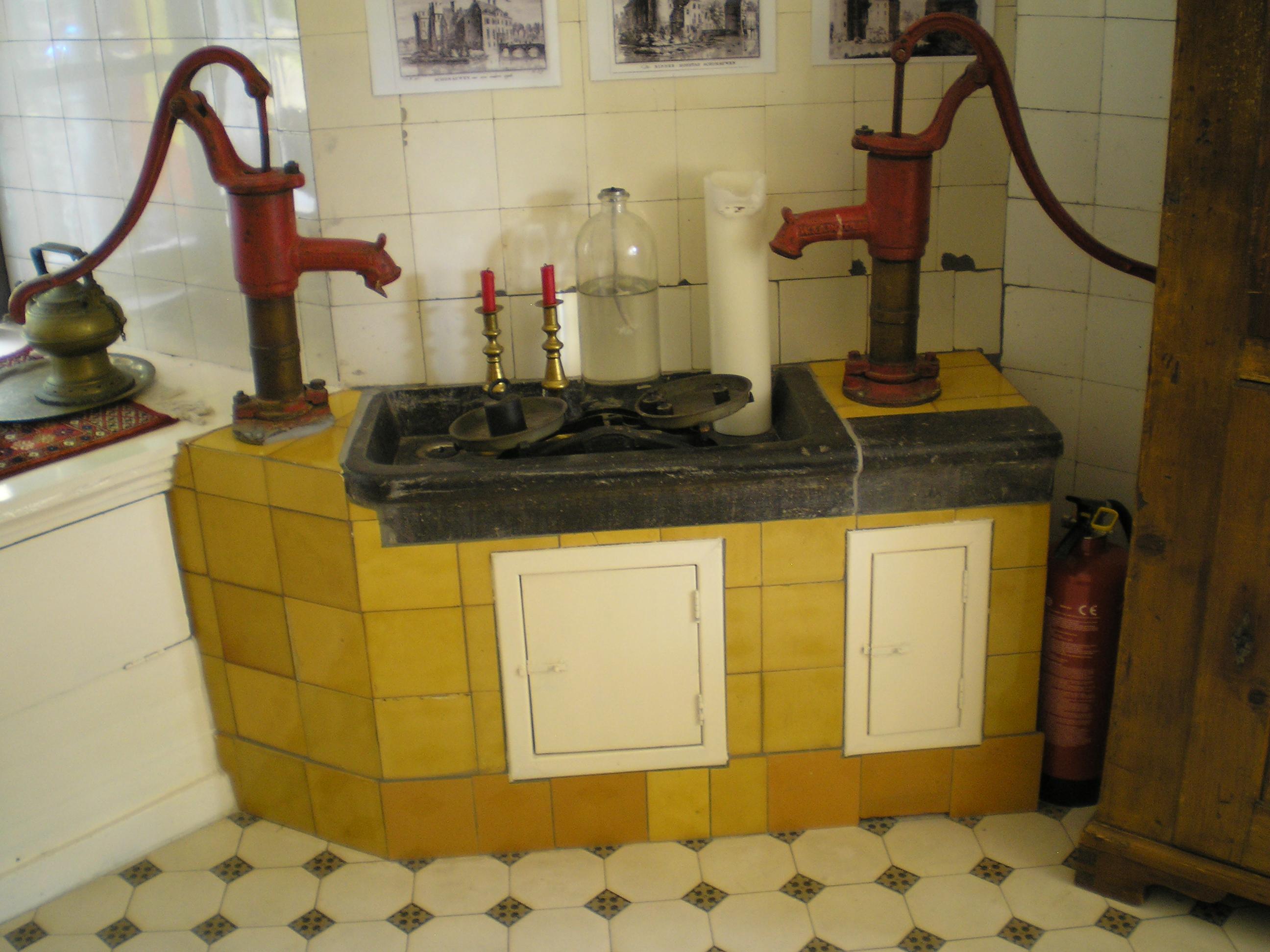 Keuken Hout Kind : File:Kasteel-Schonauwen Keuken Houten Nederland.JPG – Wikimedia