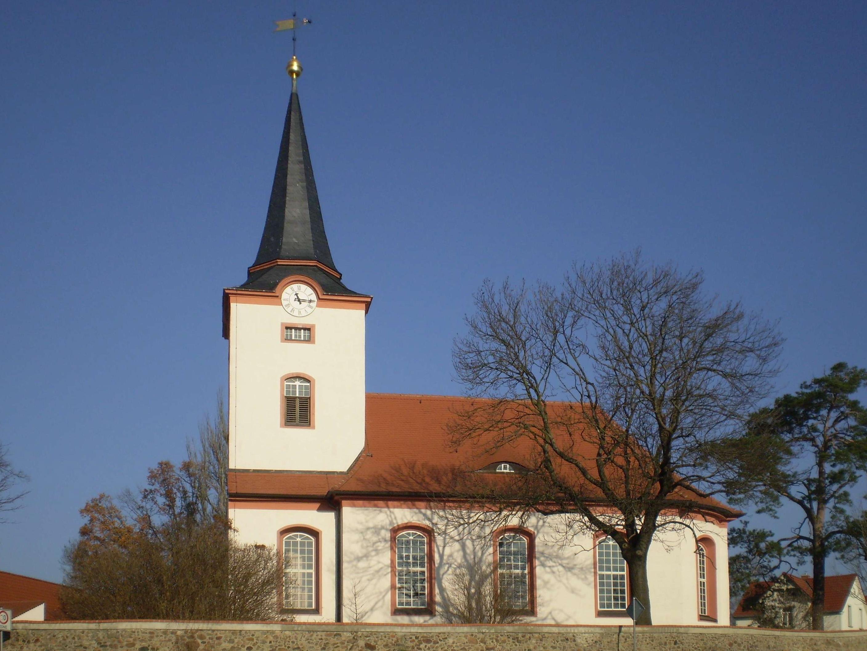 Kirche dreiskau muckern.jpg