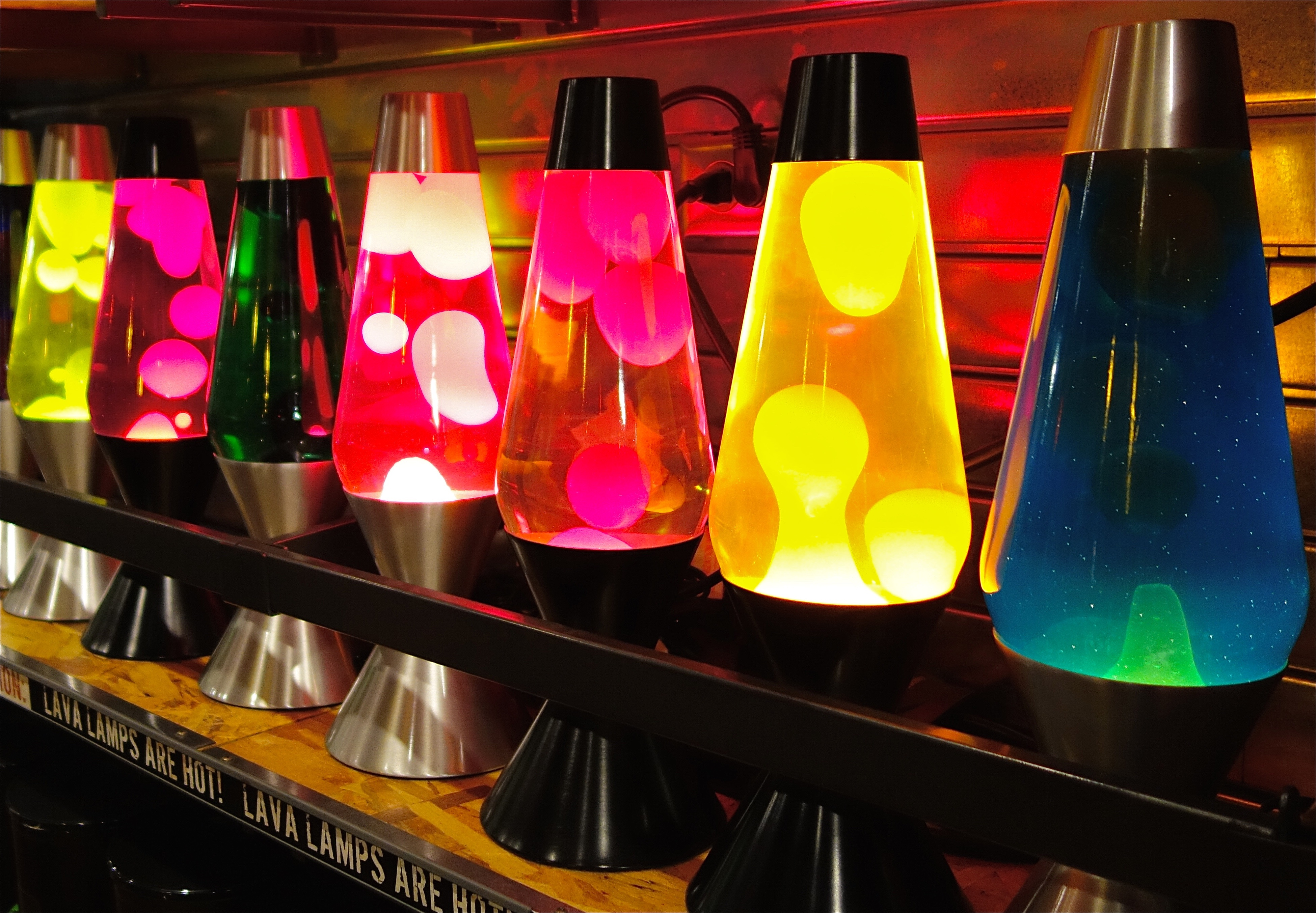 File:Lava lamps (16136876840).jpg - Wikimedia Commons