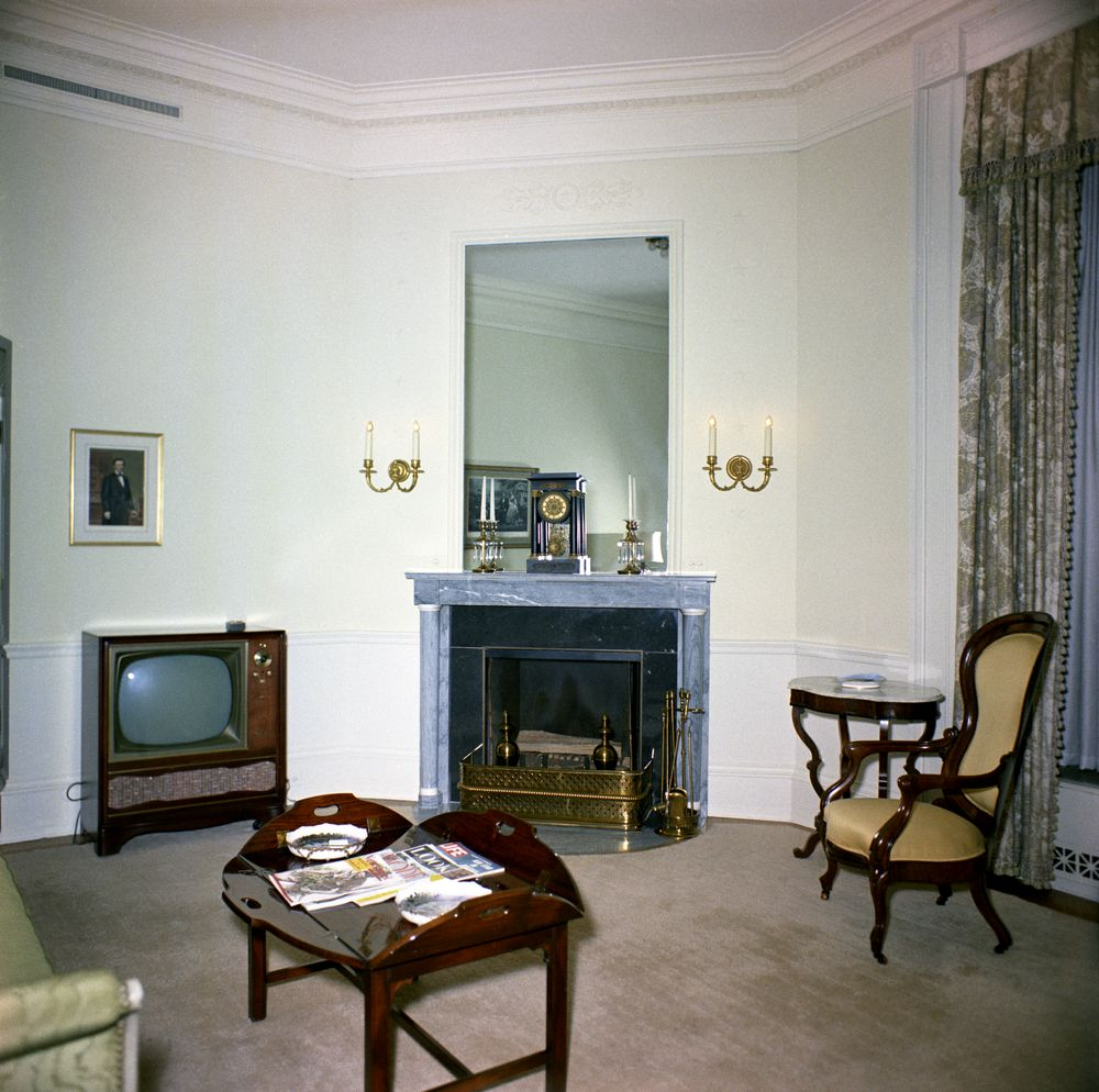 File:Lincoln Sitting Room 1962 JFK Library 002