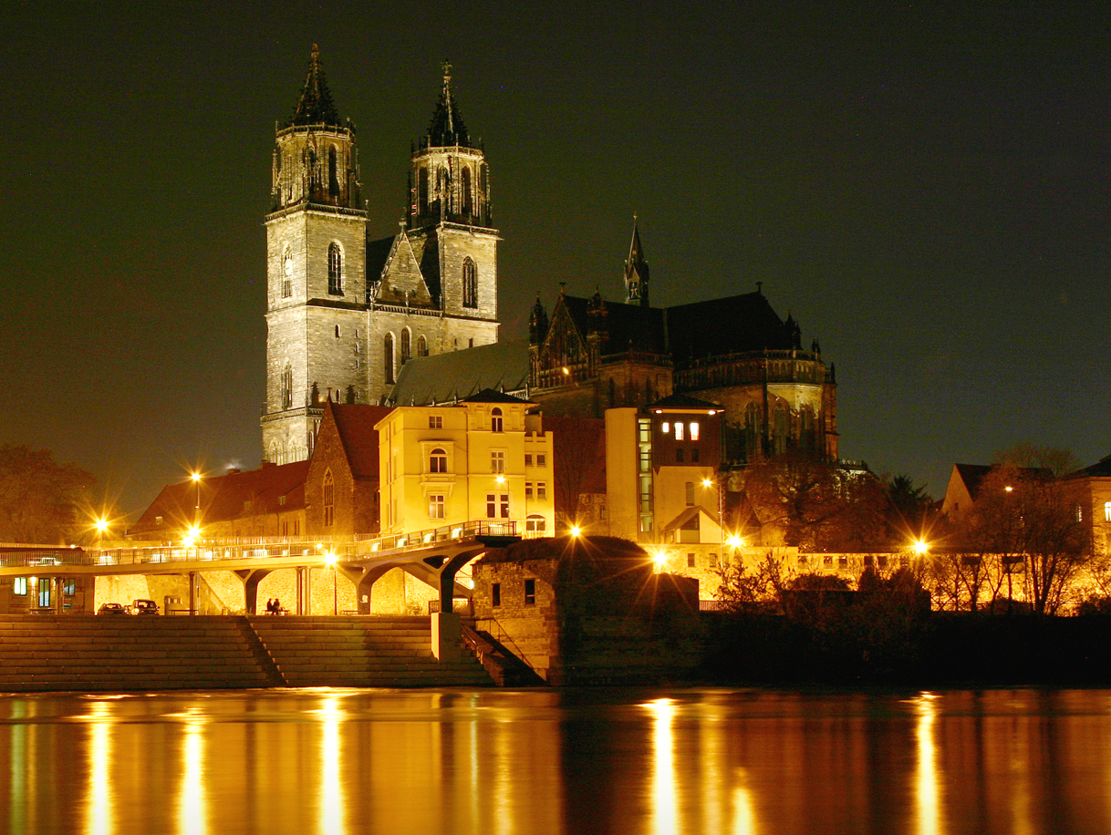 Magdeburg Germany  city photos : Magdeburger Dom Nachts Wikipedia, the free encyclopedia