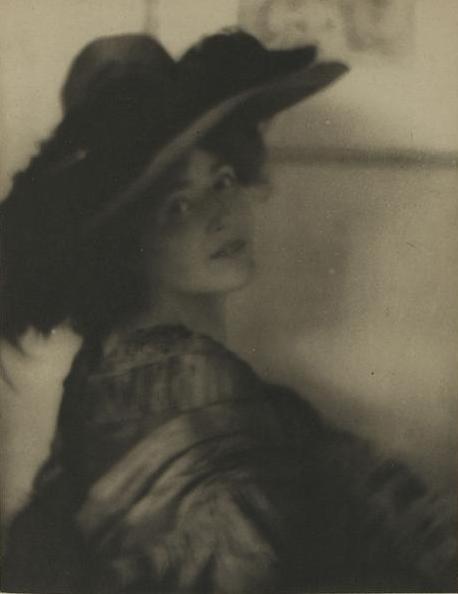 http://upload.wikimedia.org/wikipedia/commons/2/24/Mrs_Brown_Potter_Camera_Work_N%C2%B024_octobre_1908_planche_V.jpg