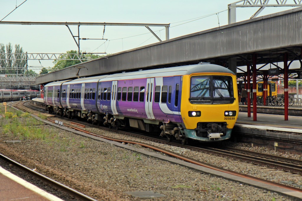 Northern_Rail_Class_323%2C_323235%2C_Stockport_railway_station_%28geograph_4005002%29.jpg?profile=RESIZE_710x