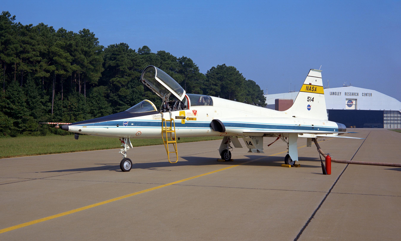 Northrops T38 TALON A Pictorial History A Schiffer