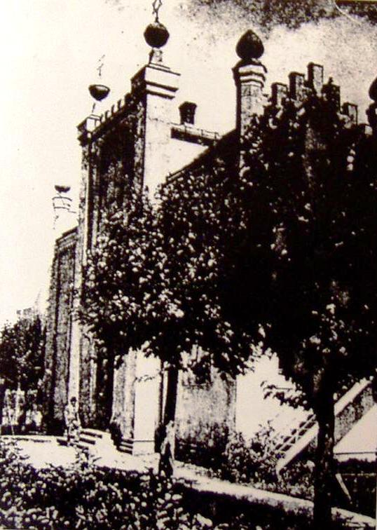 https://upload.wikimedia.org/wikipedia/commons/2/24/Olsztyn_Synagogue.JPG