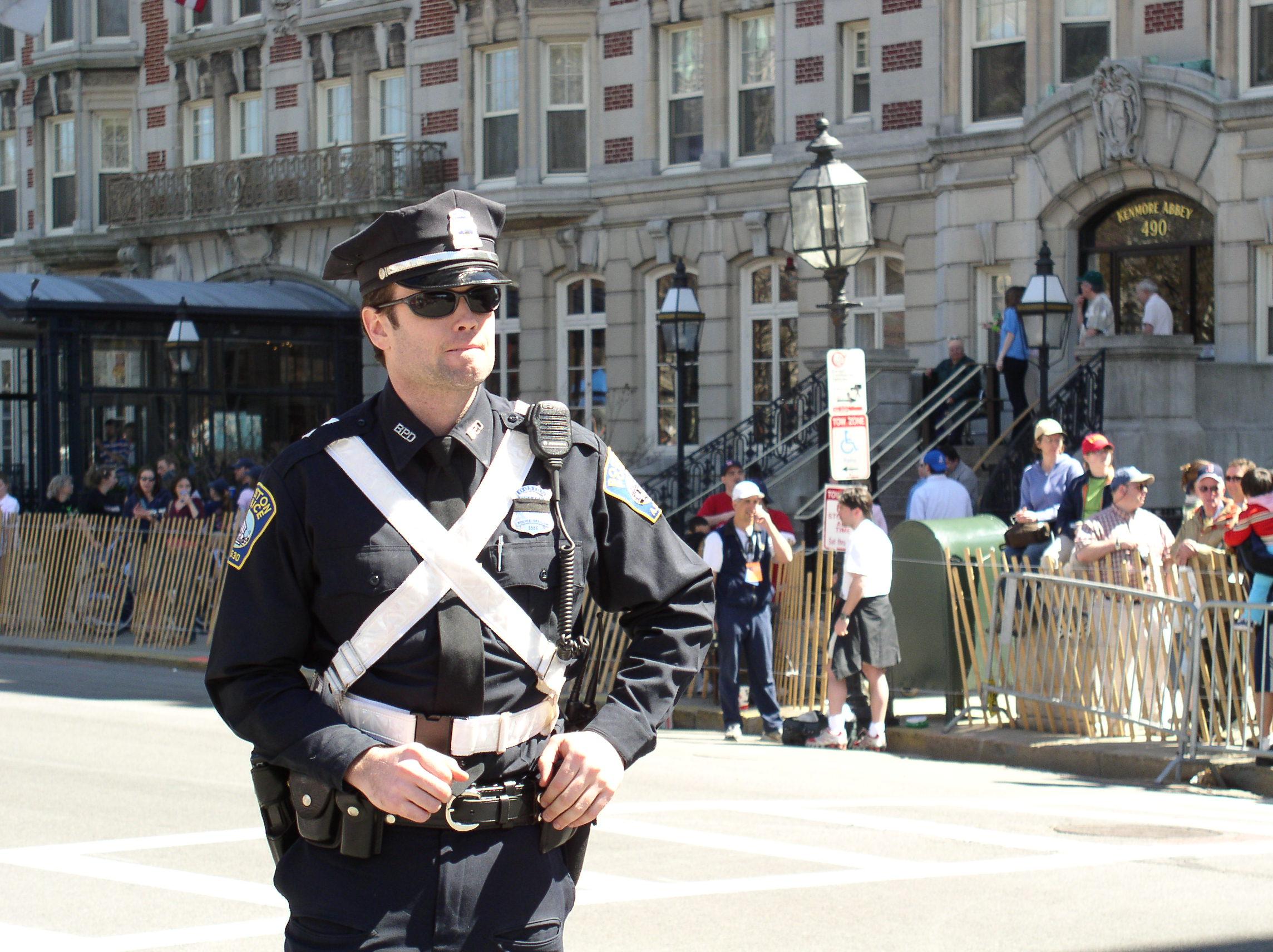 Веселье втроем стоило карьеры полицейскому