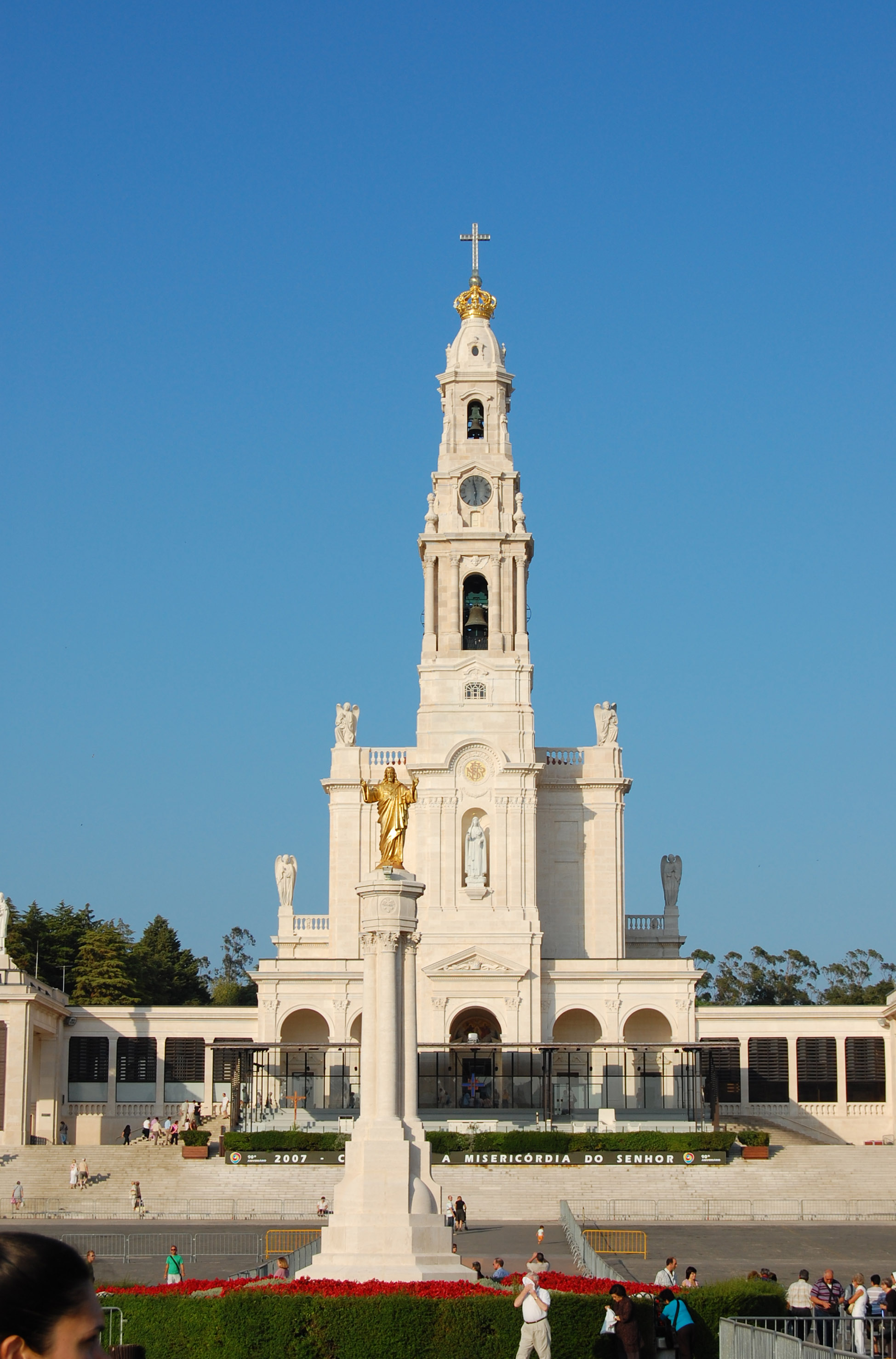 the history behind the famous image of our lady of fatima at fatima portugal The shrine of our lady of fatima (portuguese: nossa senhora do rosário da  fátima) is  history of the shrine of our lady of fatima  the scheduled arrival of  the virgin mary, which led to the famous sun miracle of fatima  his  photographer did not see it, but shot pictures of the mesmerized crowd looking  into the sky.